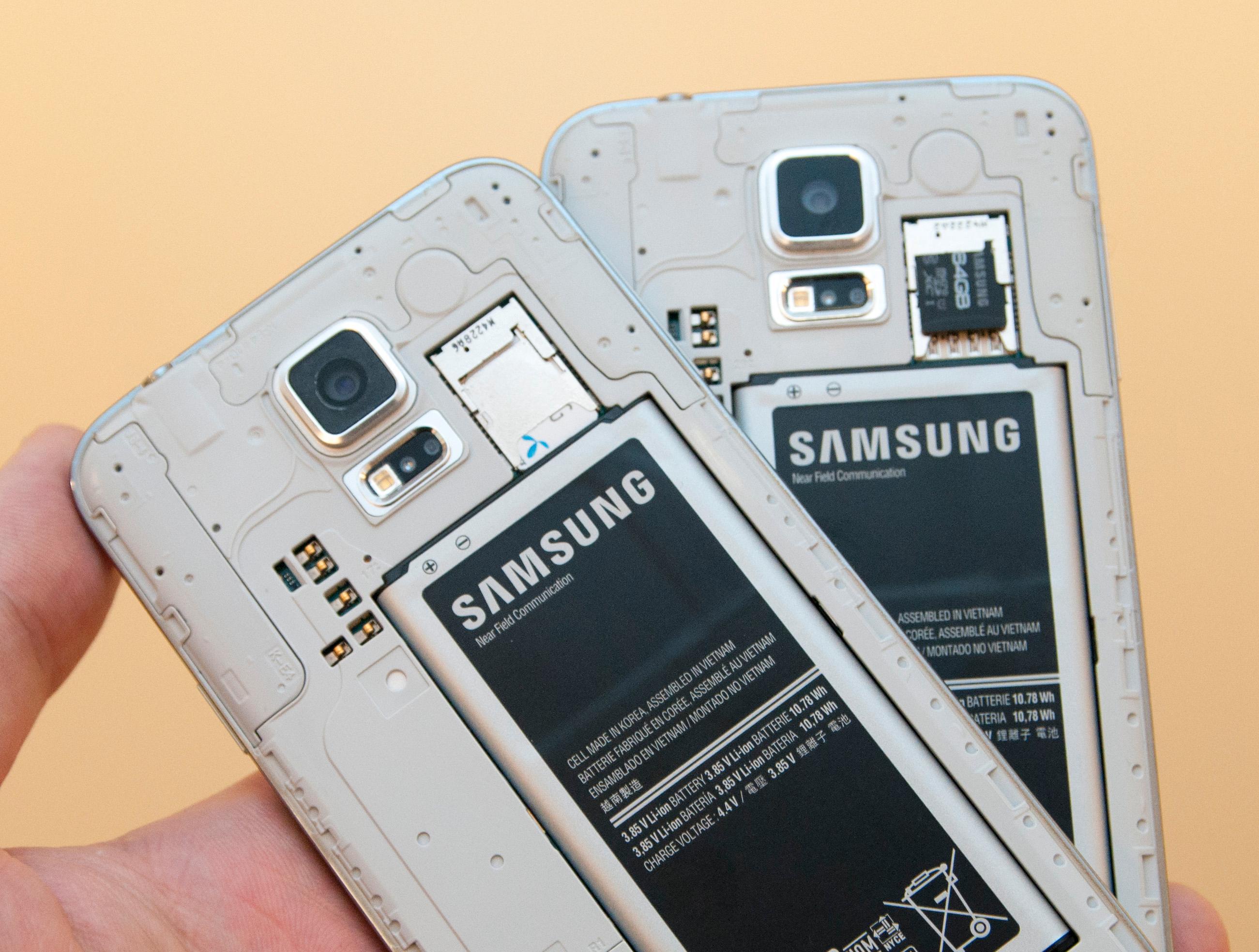 Under batteridekselet er det plass for Micro-SIM og minnekort.Foto: Finn Jarle Kvalheim, Amobil.no