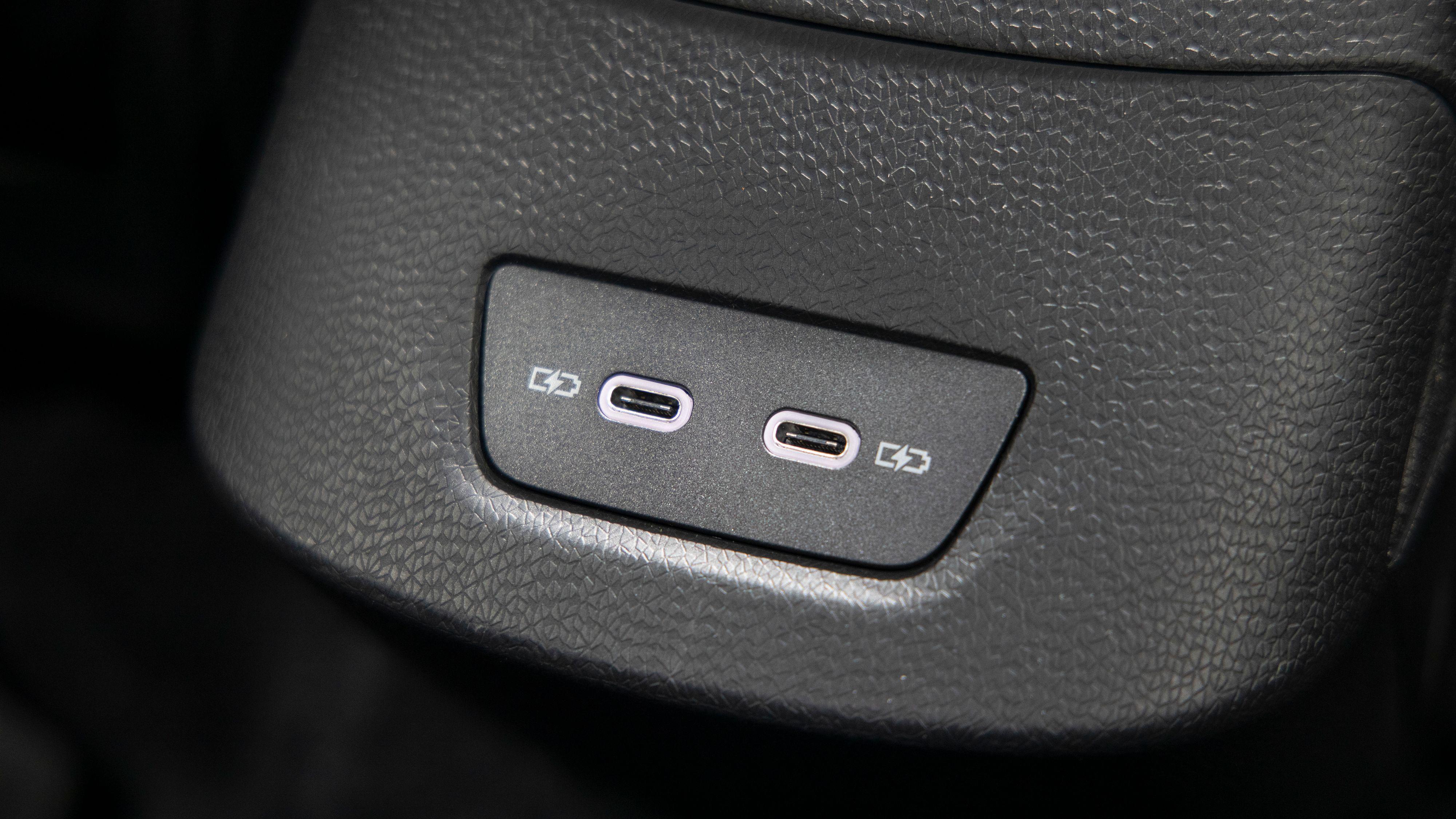 USB-C-porter er noe vi er glade for å se i en bil.