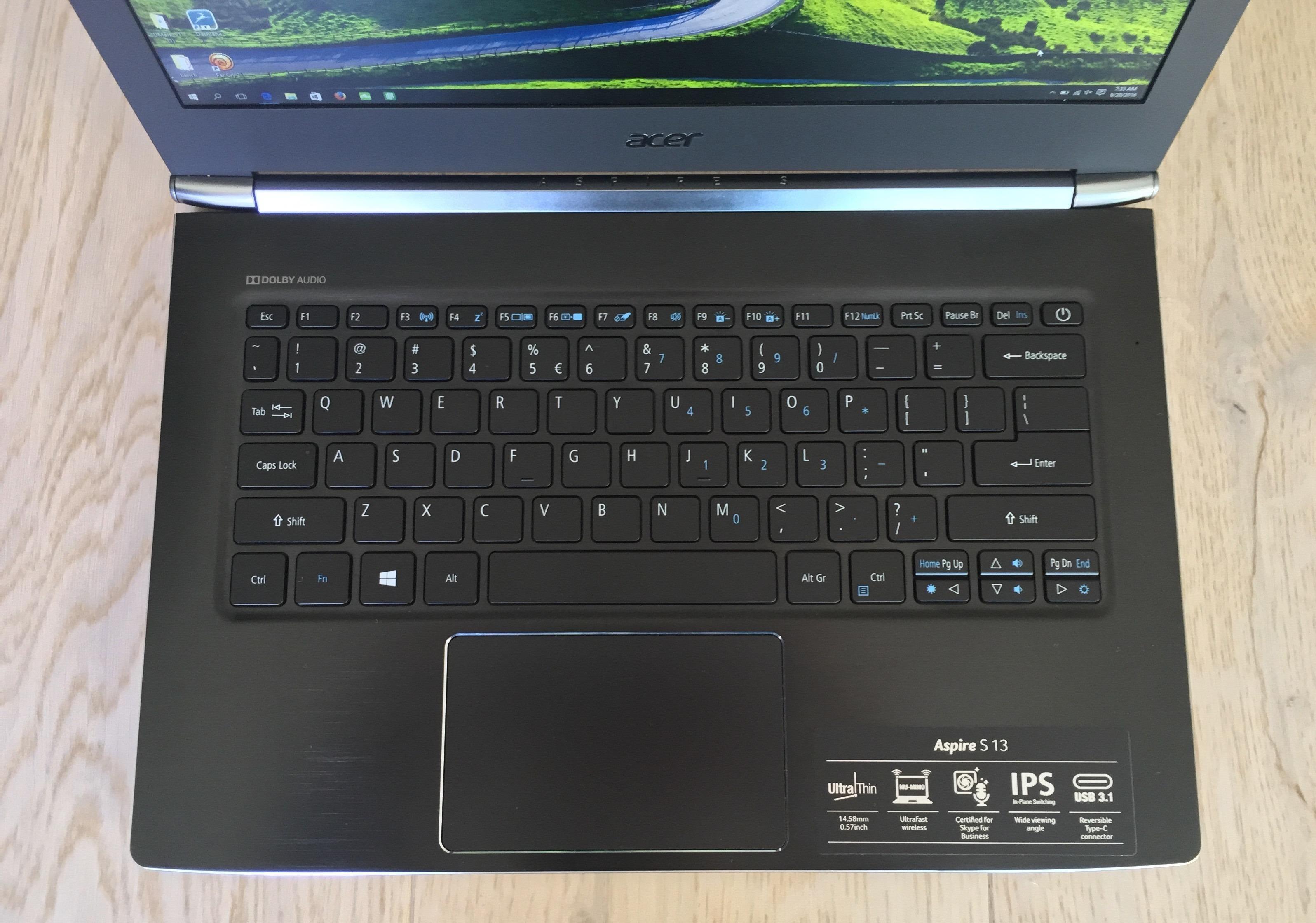 Vår testmaskin har et amerikansk tastaturoppsett.