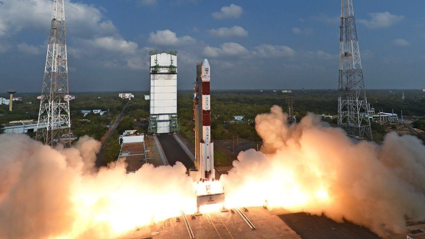 India skjøt nettopp opp 104 satellitter på én gang