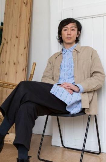 SPILT INN PÅ ALBY: Daisuke Kosugis videprosjekt trekker linjer mellom krigshandlinger Japan og Norge. Deler av prosjektet er spilt inn på Alby gård.