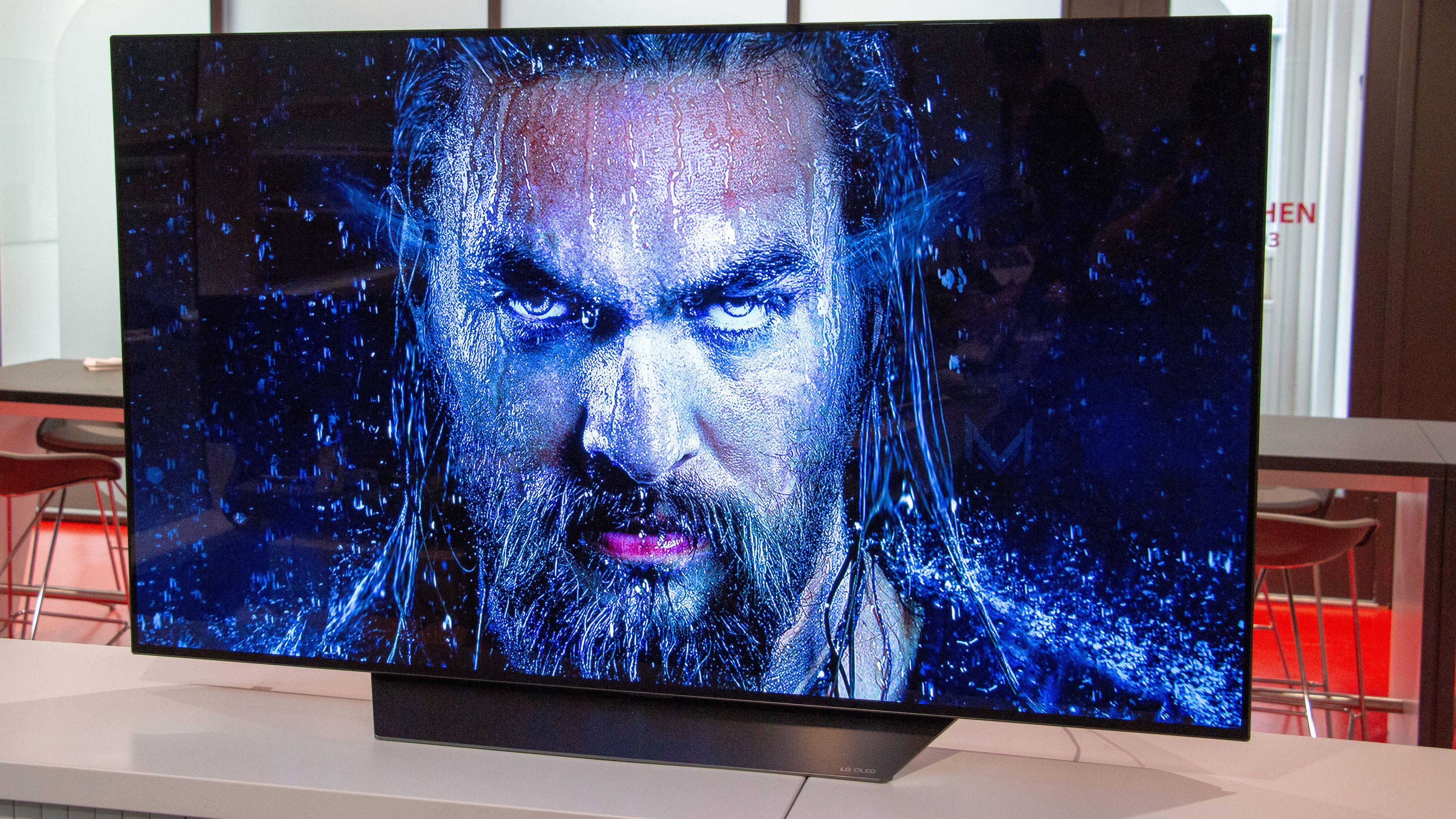 HDR gir TV-en bra med farger og lys, i tillegg til at sort er så bra det blir.
