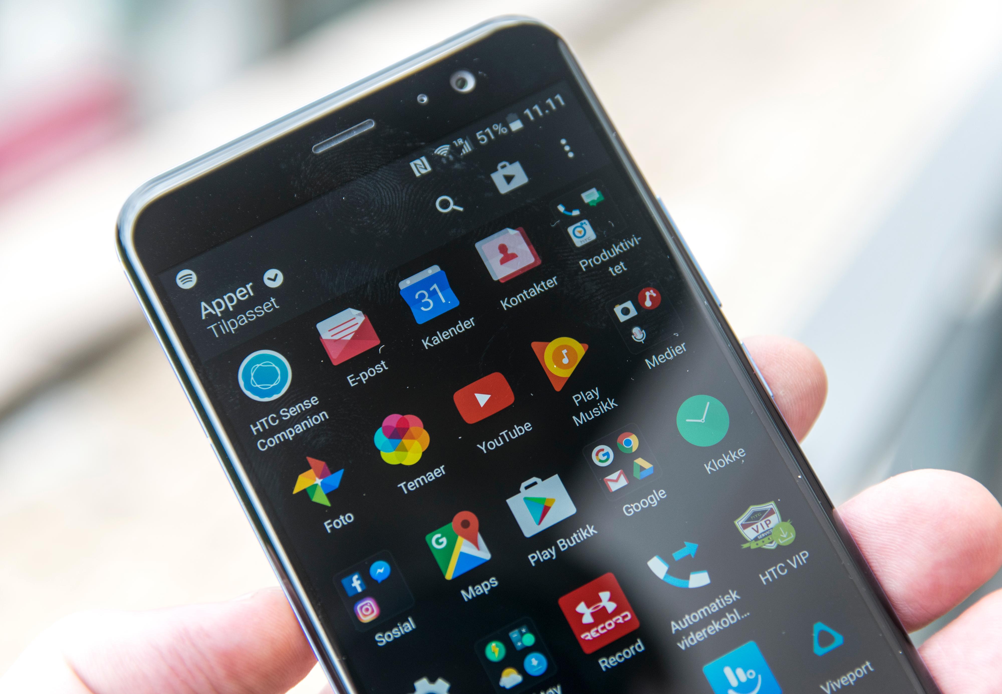 Appmenyen ser stadig ut som før, og det følger med en del apper i menyene her - men de fleste ekstraappene lar seg fjerne. Ellers er også HTC glade i å levere i overkant mange funksjoner som enkeltapper.