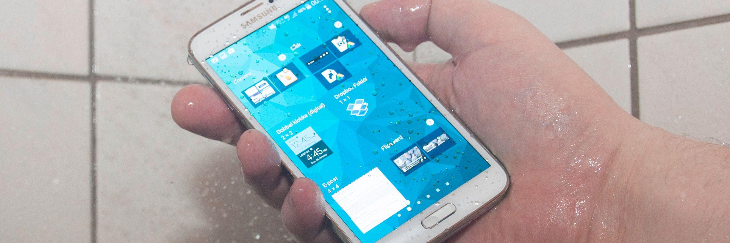 Du kan ta med Galaxy S5 i dusjen uten at det byr på problemer.Foto: Finn Jarle Kvalheim, Amobil.no