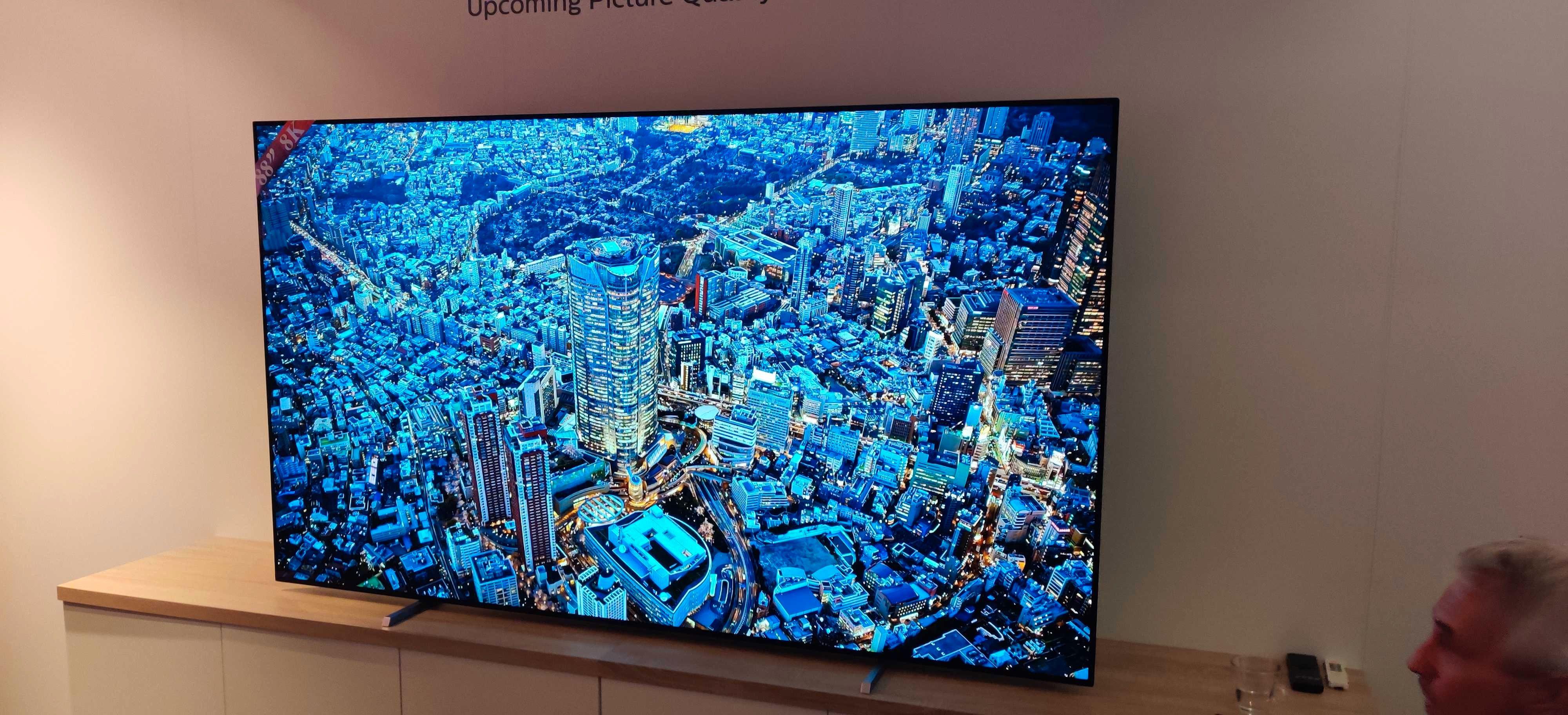 Philips viste frem en 88 tommer stor 8K-skjerm som angivelig er klar for produksjon. Men foreløpig lar den vente på seg i påvente av mer etterspørsel sier selskapet.