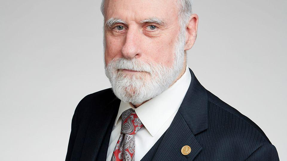 Internett-pioneren Vint Cerf er blant de som protesterer på EUs nye lovforslag.