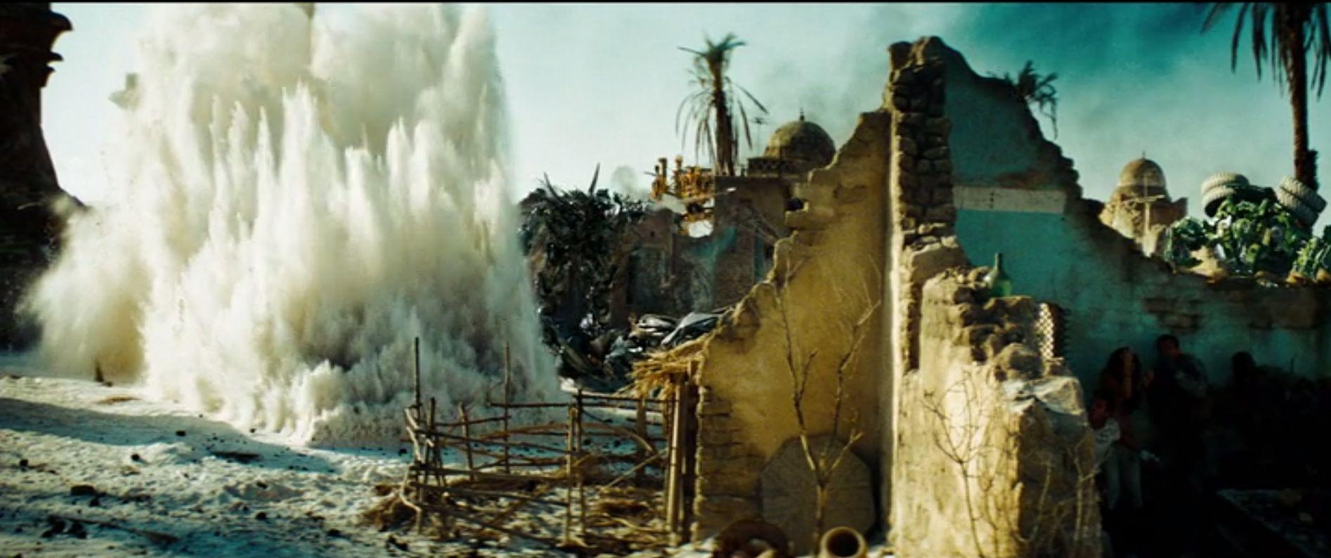 Ingen har vel noen gang beskyldt Michael Bay for å ha for lite på gang i filmene sine..