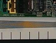 HTC One var den eneste av de tre som disket opp med kraftig moiré-effekt da vi fotograferte testplansjen. Det er egentlig ikke farger på strekene i bildet.