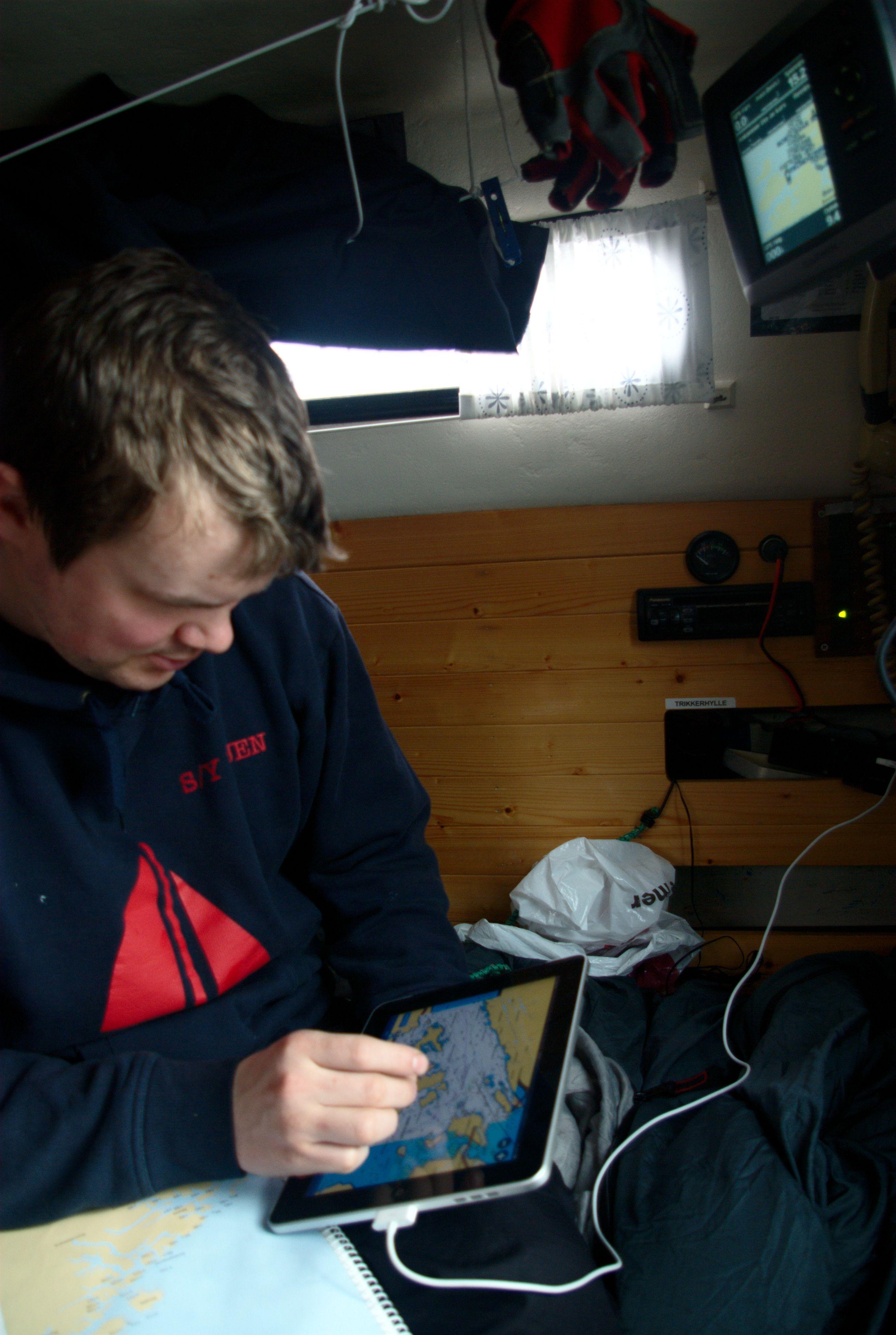 Kaptein Øyvind Nilssen på seilbåten S/Y Duen har jobbet på sjøen som skipselektriker, og går nå styrmannsskole. Han liker iPad og Navionics Marine som planleggingsverktøy.