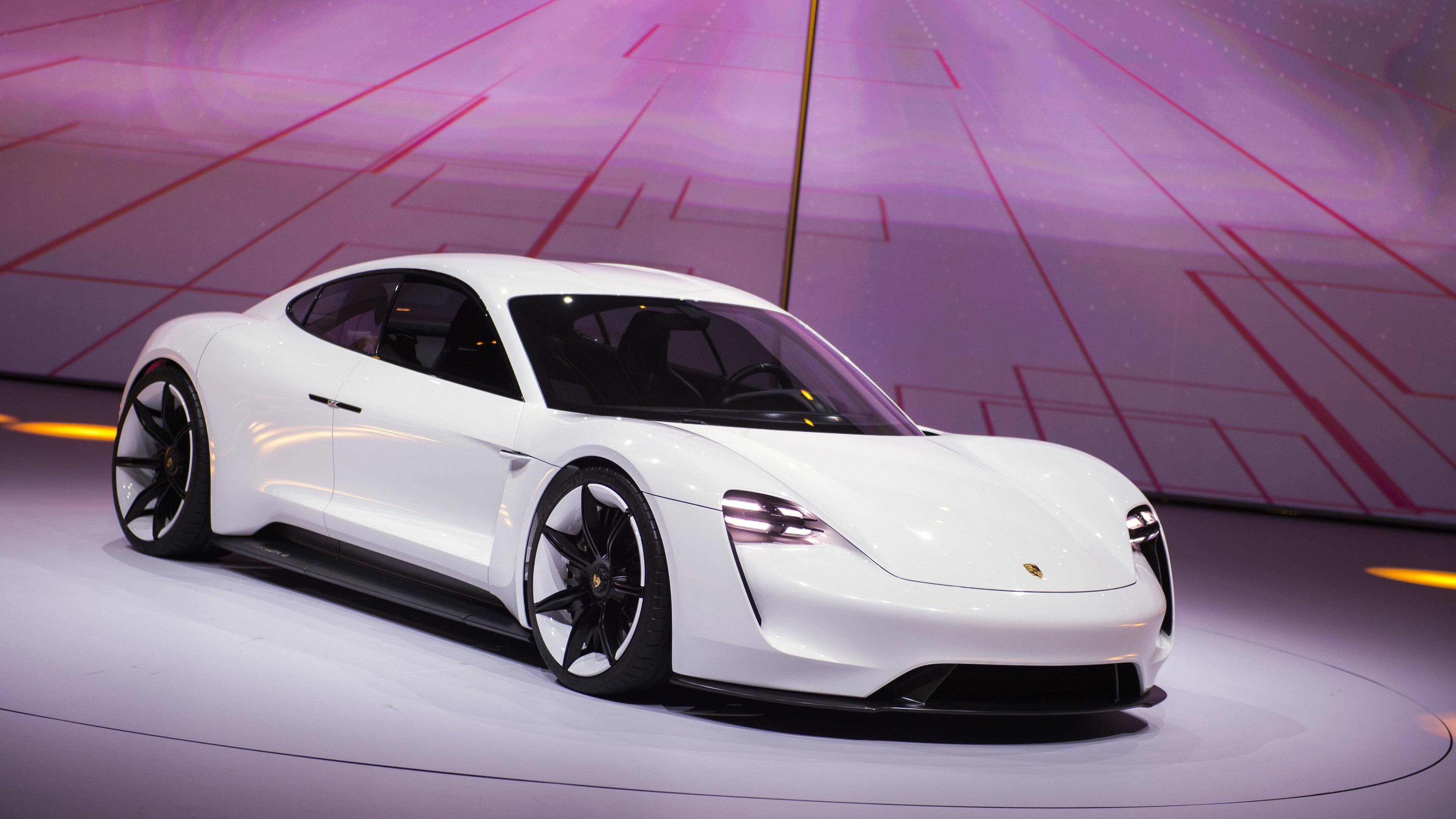 Porsche Taycan vil koste et sted mellom Cayenne og Panamera i utlandet