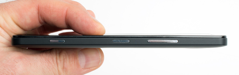 Med en tykkelse på 8,2 millimeter er ikke telefonen av de tynneste – men Lumia 950 virker likevel ikke som noen stor og klumpete telefon. Foto: Kurt Lekanger, Tek.no