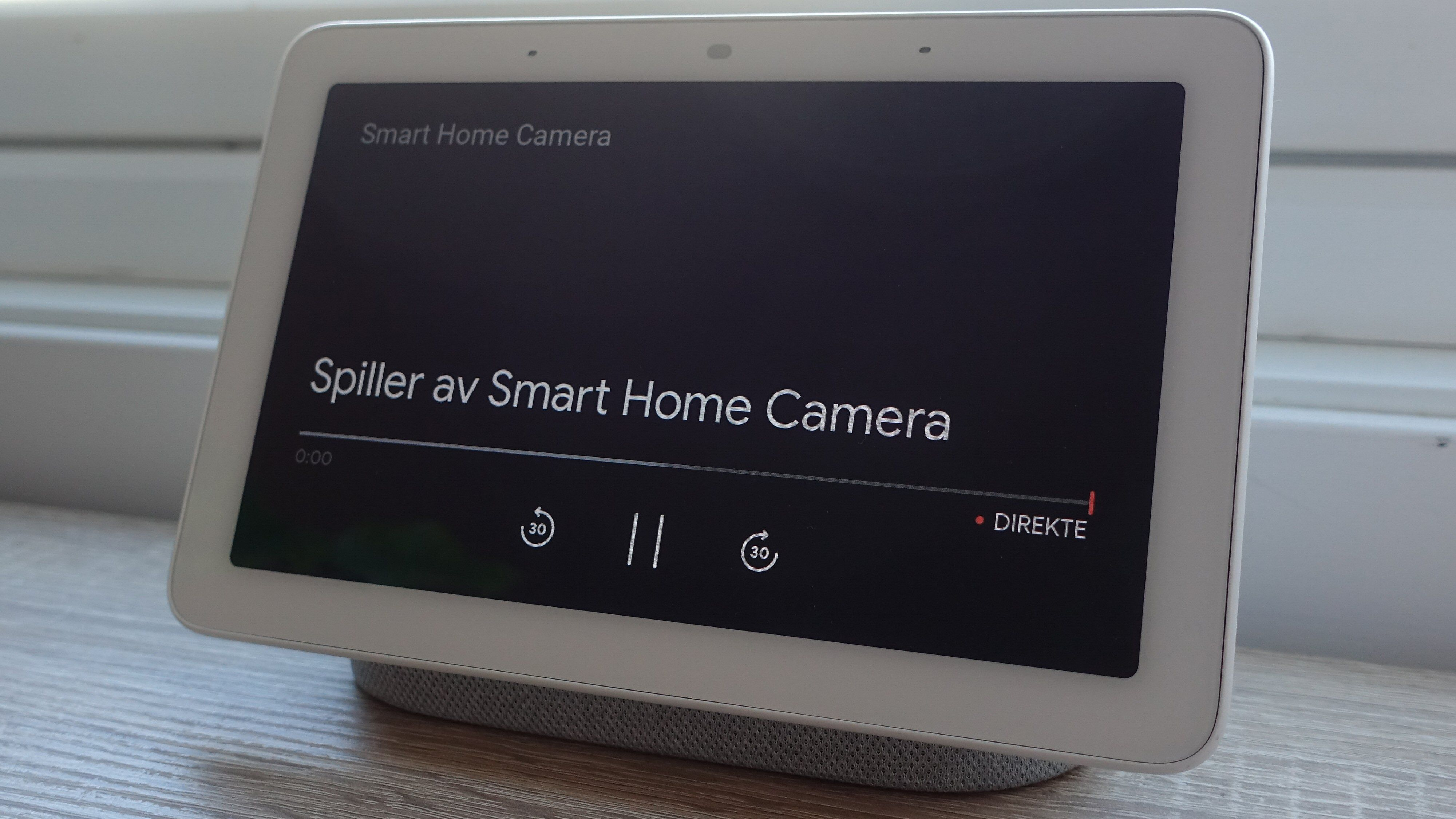 Støtte for Google Home betyr at vi kan strømme bildet fra kameraet rett på vår Nest Hub om vi vil.