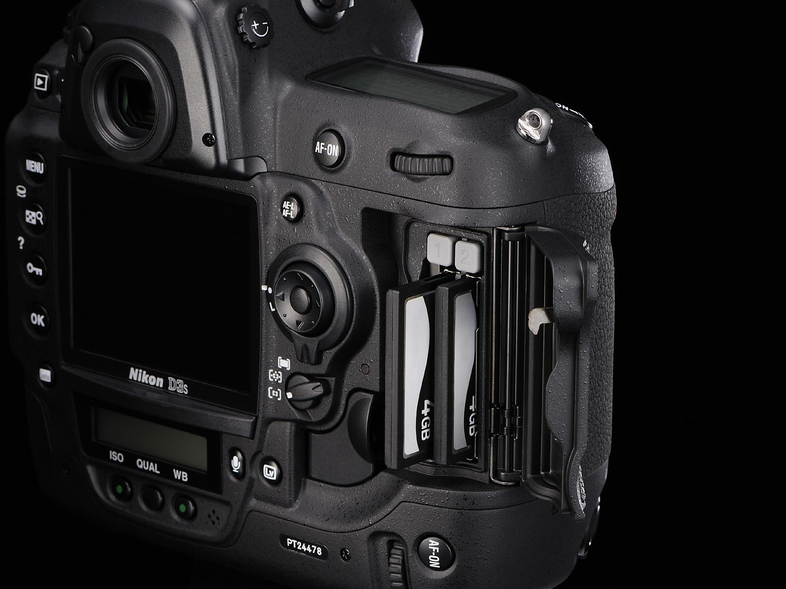 Nikon D3s koster skjorta men har dobbel minnekortplass
