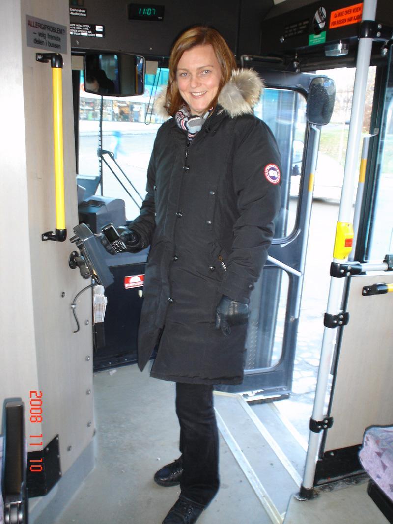 Pilottester Linda Abelsen er strålende fornøyd med løsningen. (Foto: Cominor)