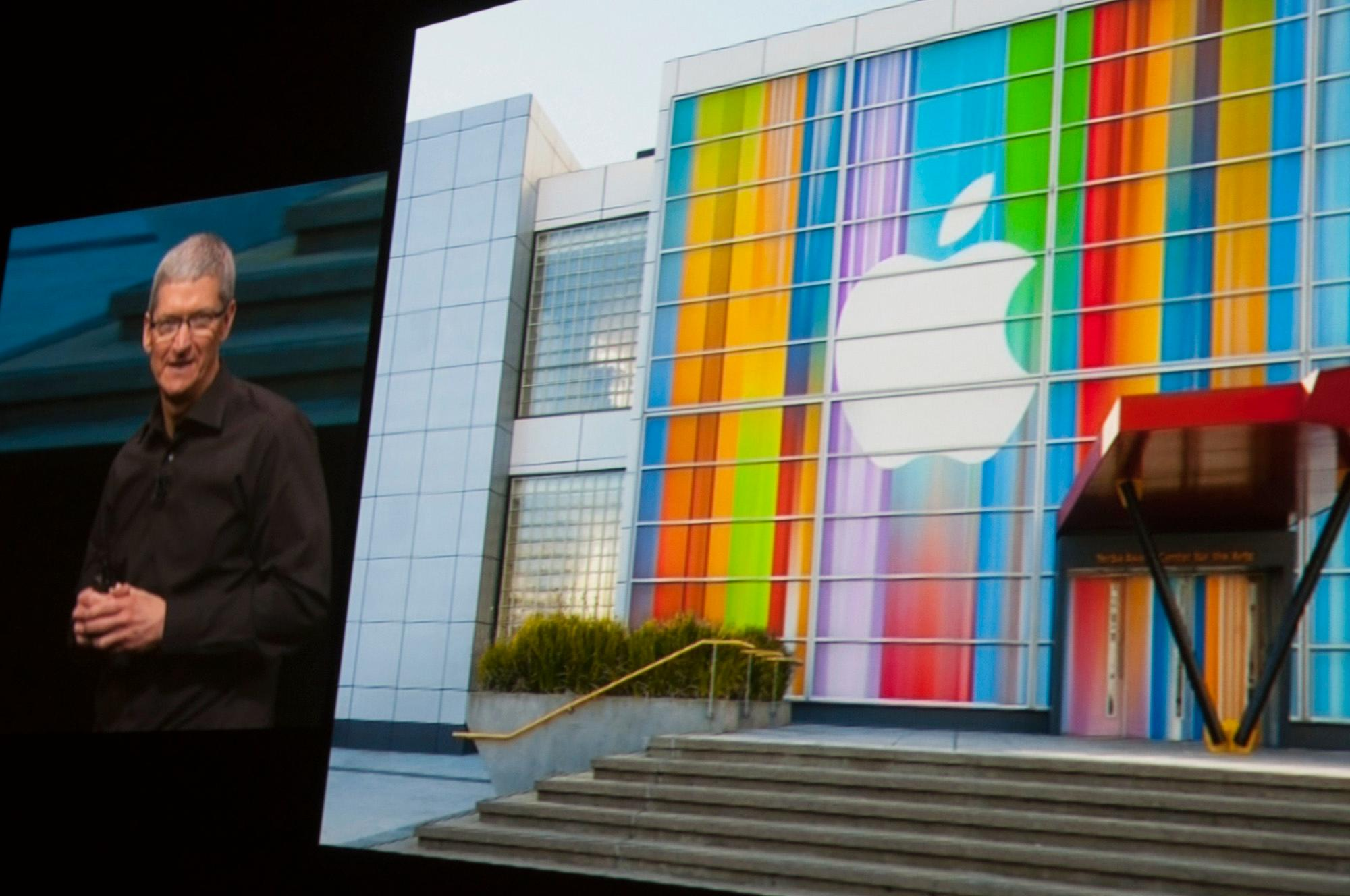 Apple-sjef Tim Cook er på scenen.Foto: Finn Jarle Kvalheim, Amobil.no