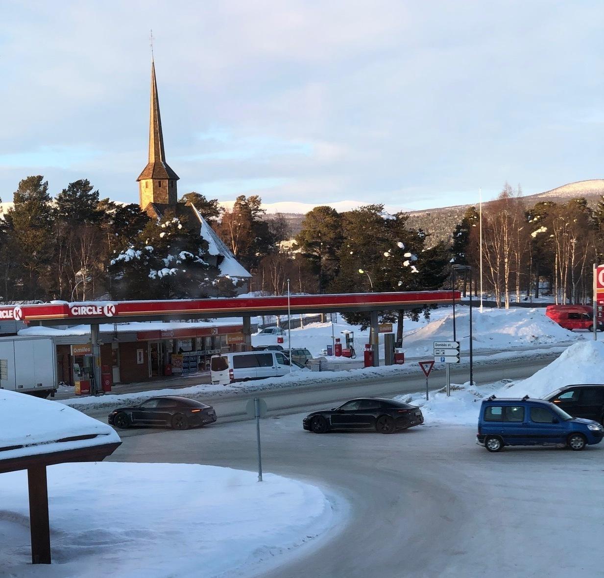 To av Taycanene og en Cayenne ble observert ved Dombås på tirsdag. Samme dag føk de også forbi Lillehammer.
