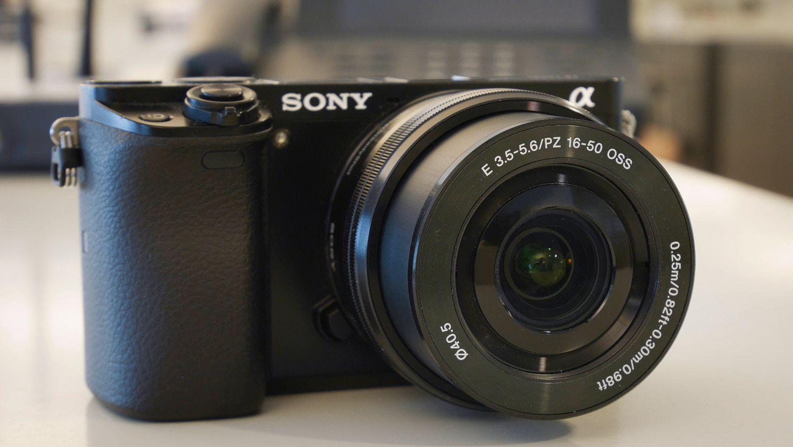 Vi tar i hvis vi kaller kameraet pent, men ergonomien er god. Foto: Kristoffer Møllevik