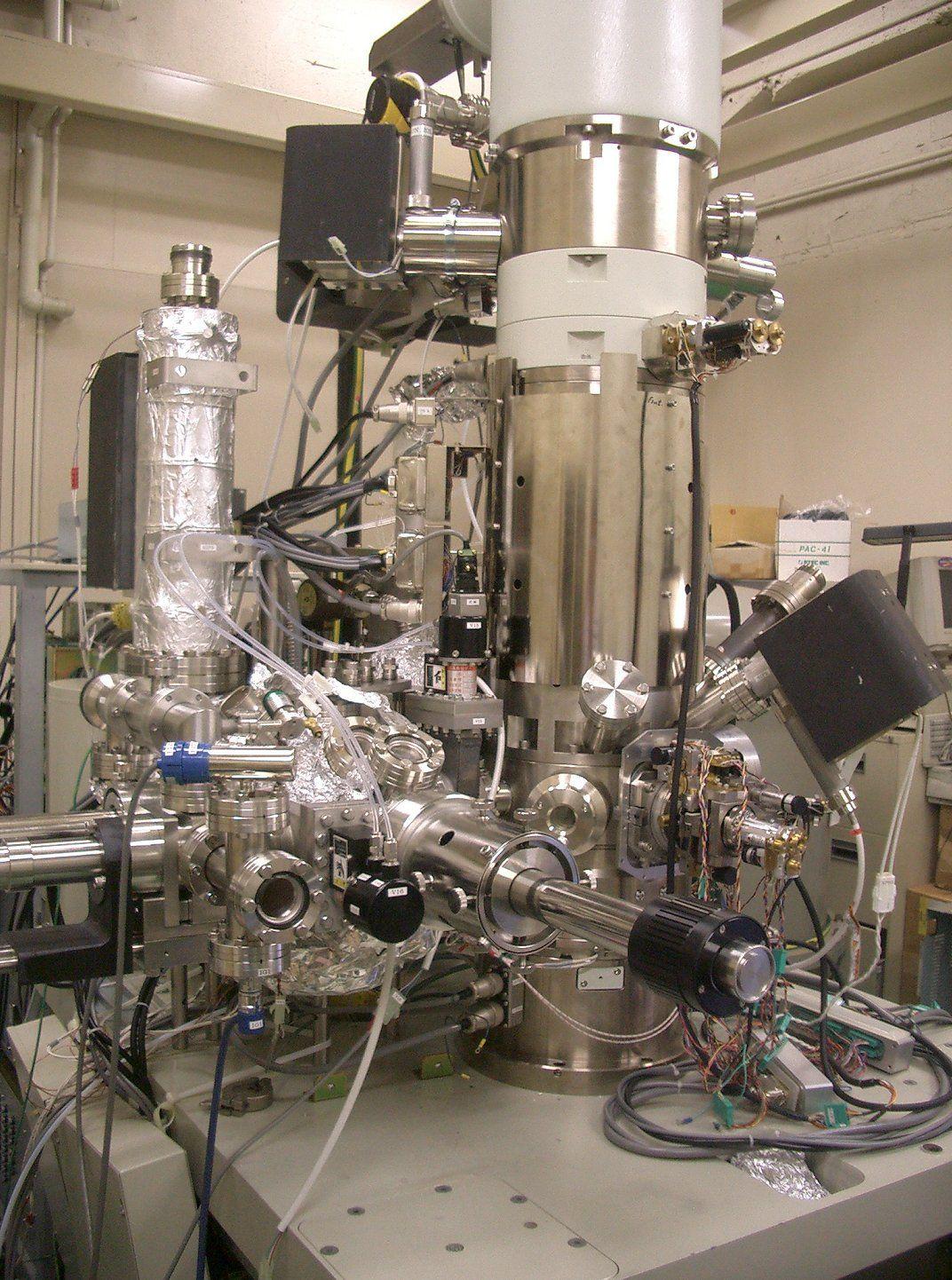 Eksempel på et STEM-mikroskop.Foto: Wikipedia Commons