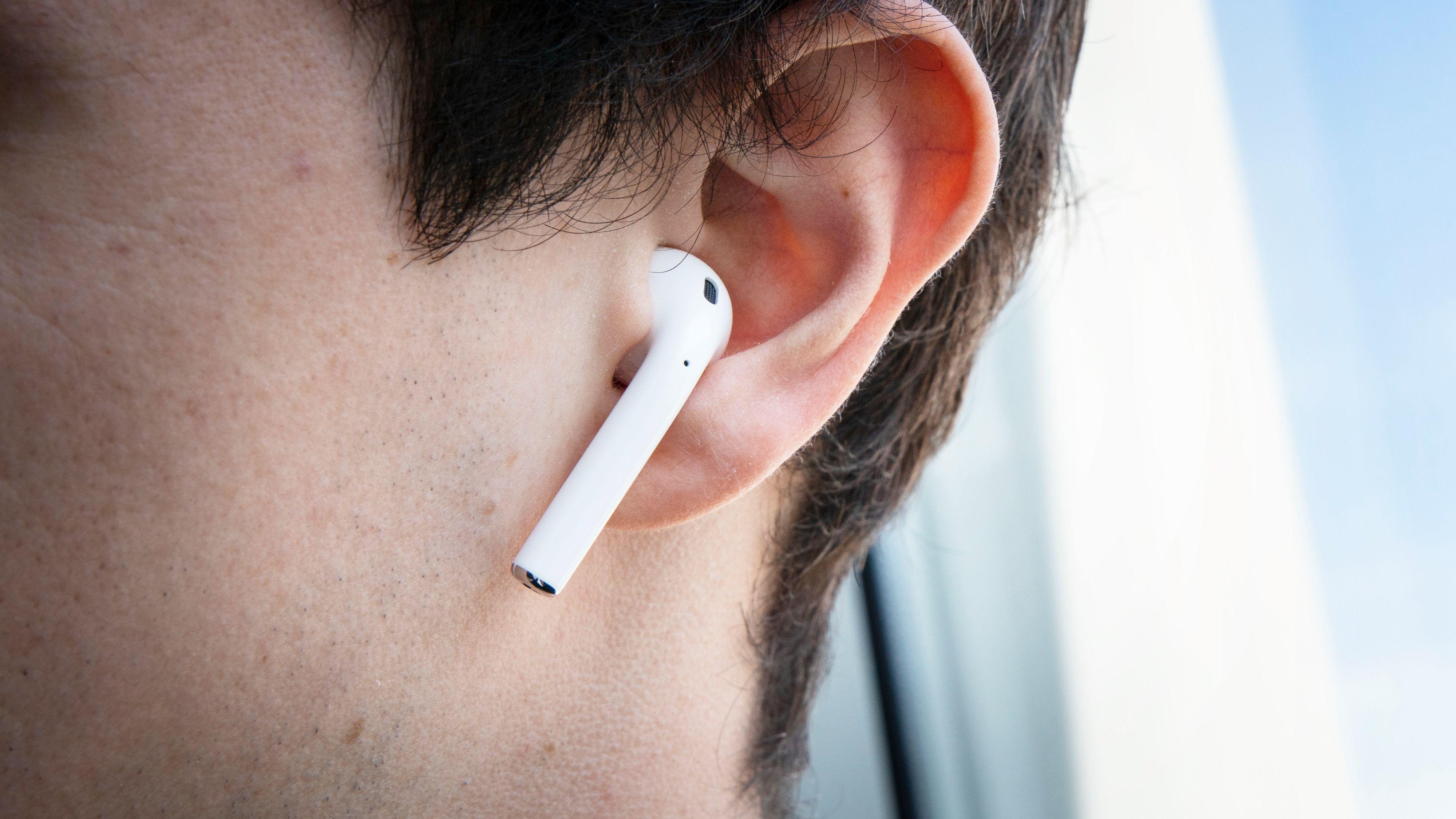 Airpods sitter godt på plass, i alle fall i våre ører.