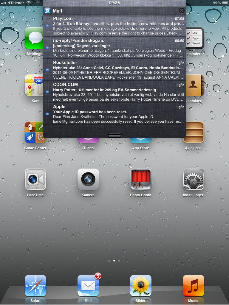 Nedtrekksboksen i iPad er mindre enn i iPhone, der den dekker hele skjermen.