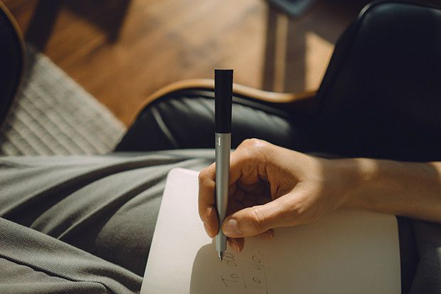 Pennen kan også brukes som vanlig skrivepenn.