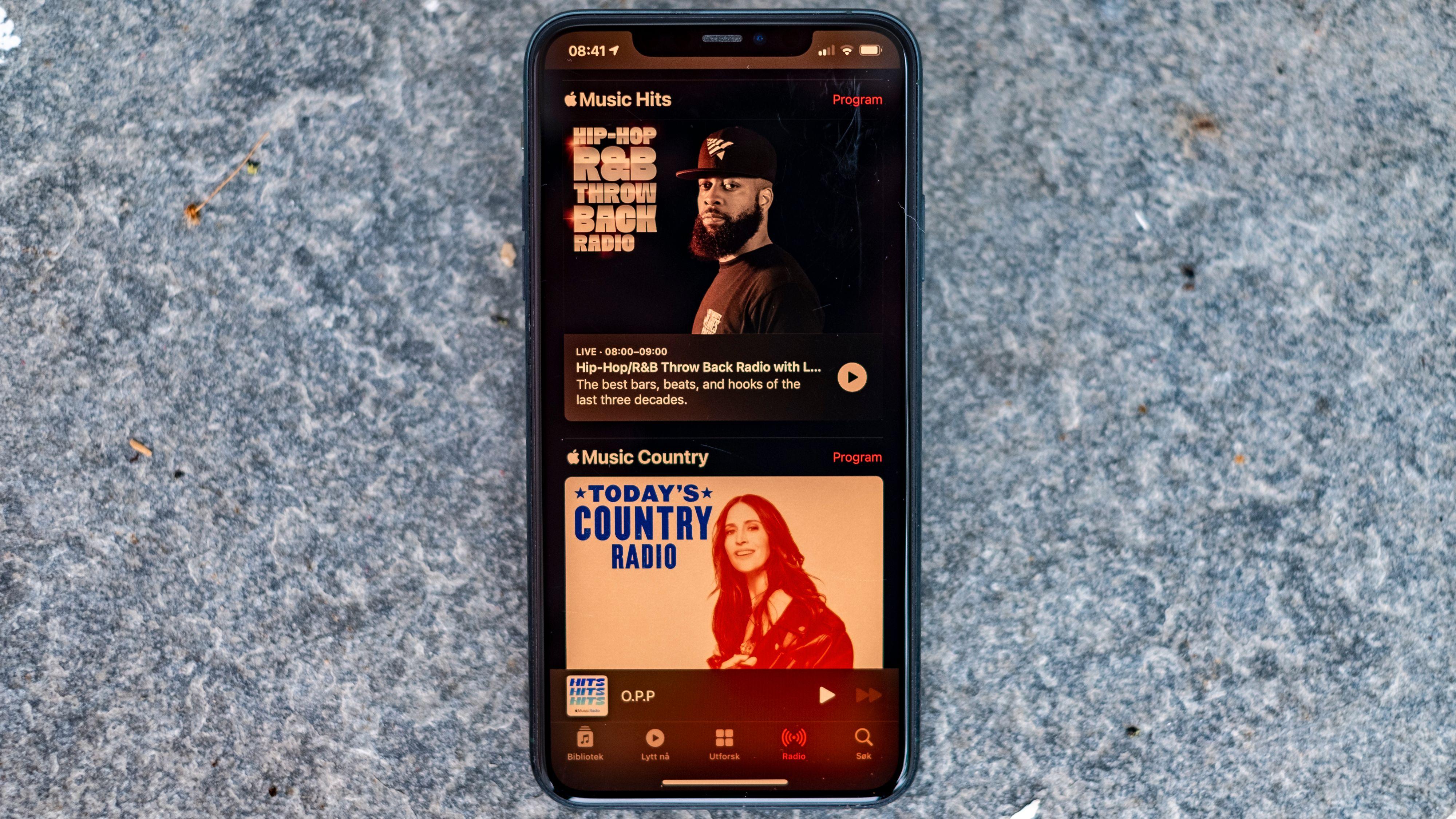 Fersk country, gamle hits og nytt navn til sin originale radiostasjon. Apple ommøblerer i eteren.