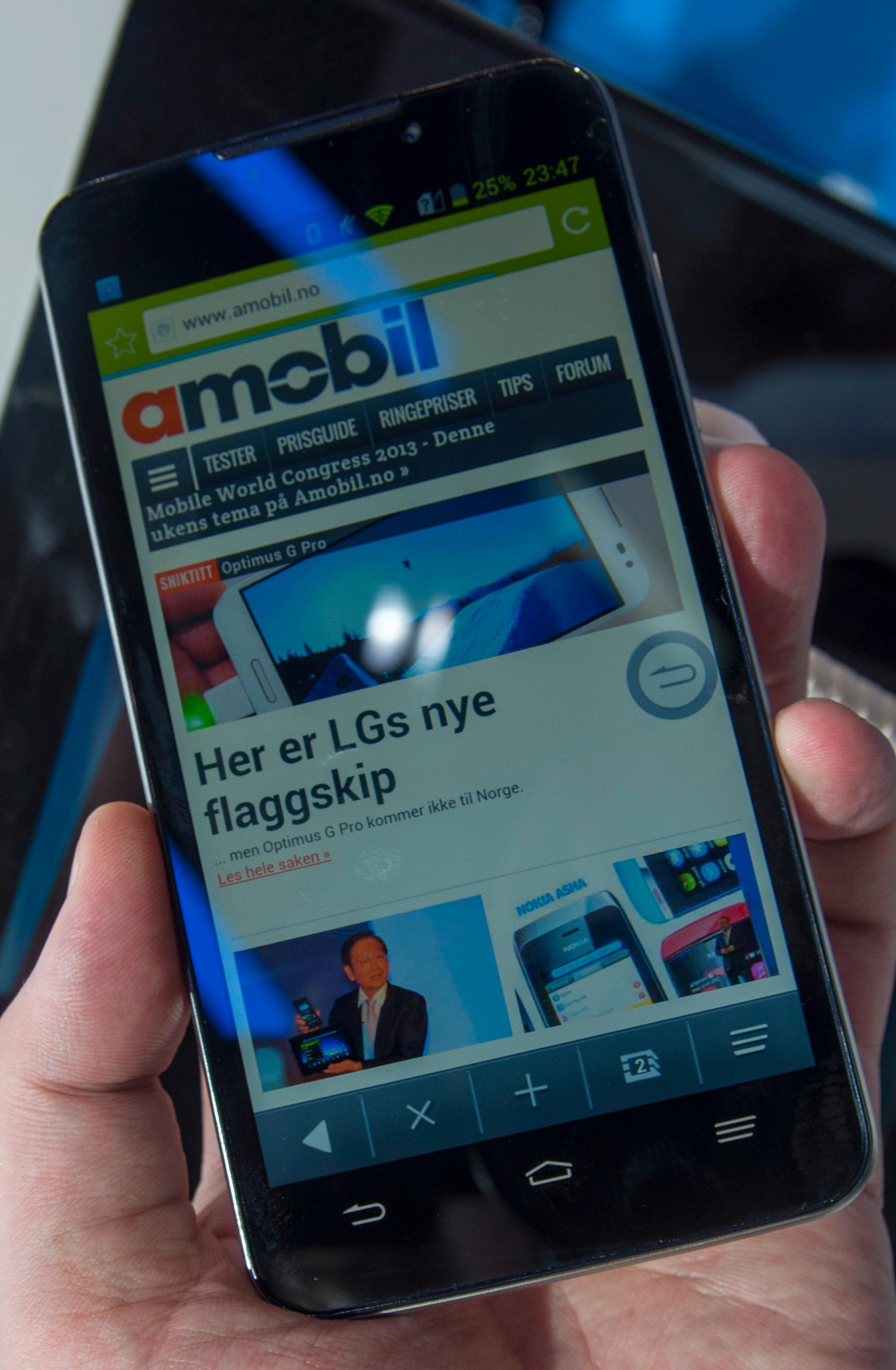 Vi åpnet Amobil i den vanlige nettleseren. Her går det raskt og greit, og scrollingen er myk og presis.