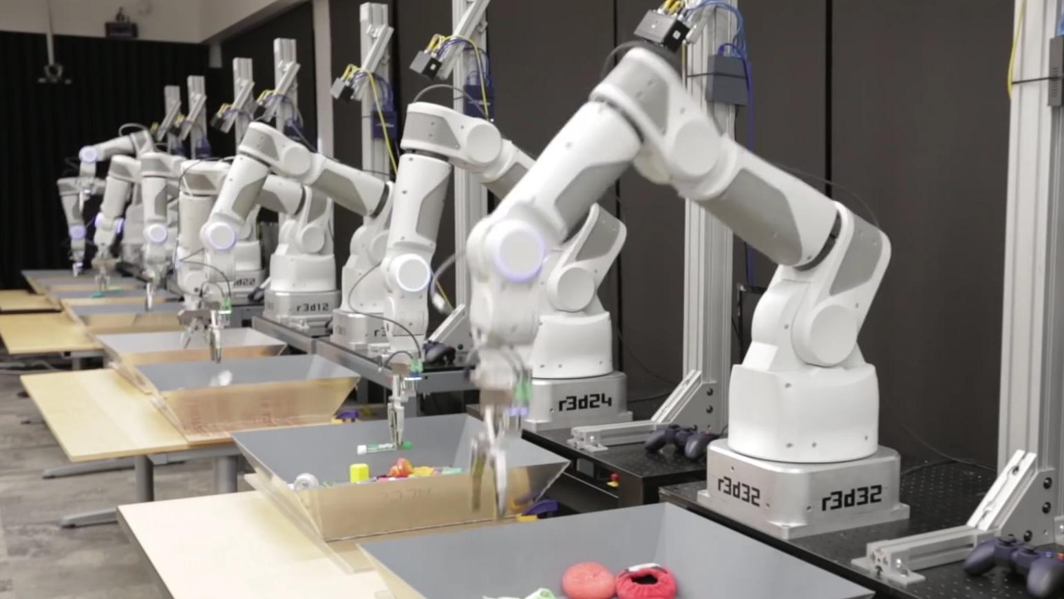 Det tok disse robotene 3000 timer og 800 000 forsøk på å kunne gripe objekter som et menneske