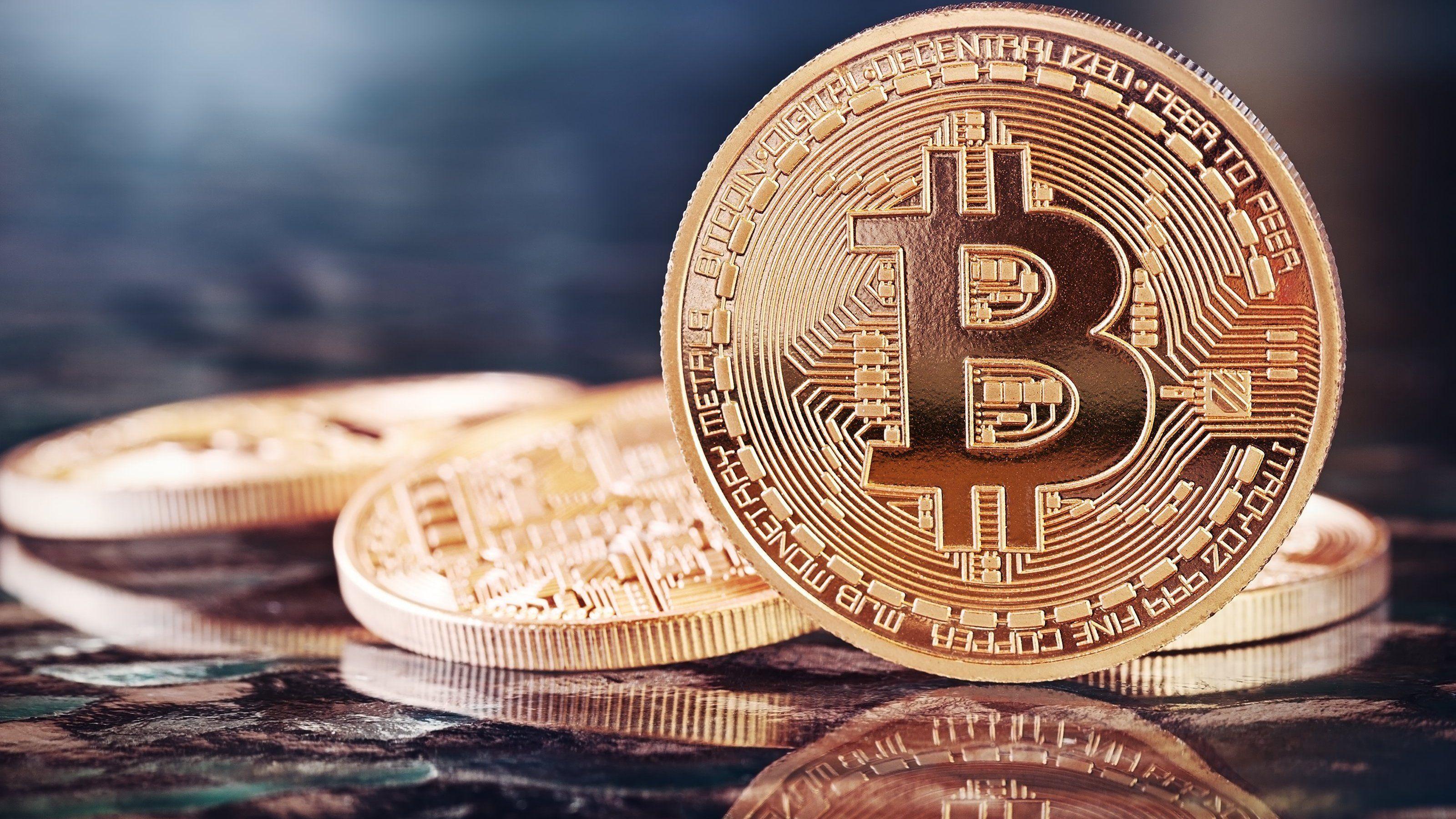 Mange har ennå stor tro på Bitcoin, til tross for de mange problemene. Foto: Julia Zakharova/Shutterstock.com