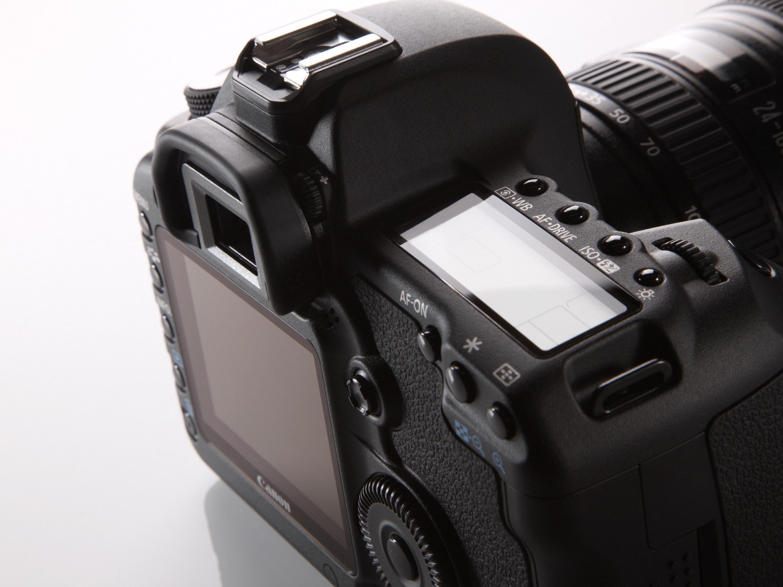 Speilreflekskameraer gir brukeren full manuell kontroll over eksponeringen. Her et Canon EOS 5D II.