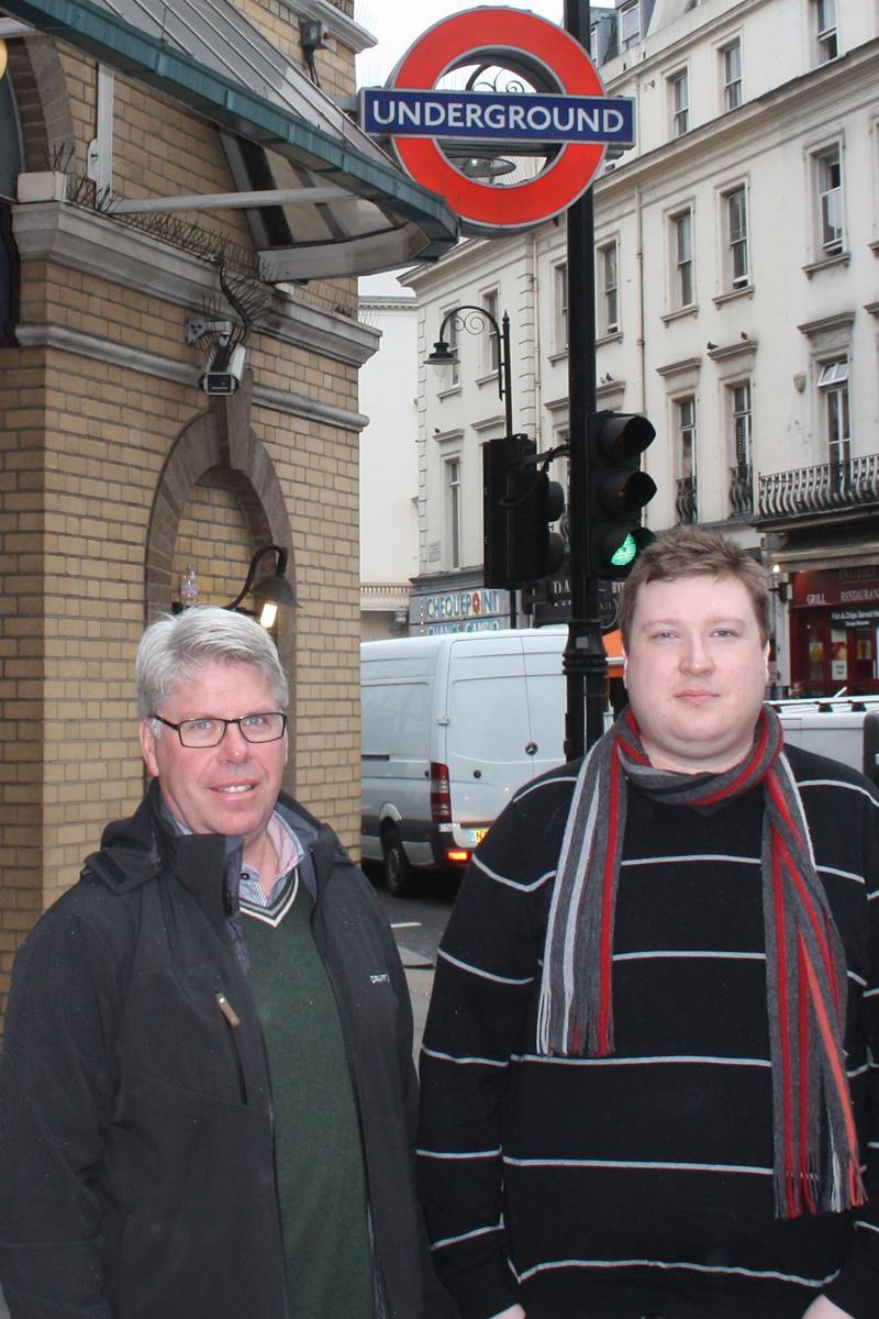 Amobils Espen Irwing Swang og Finn Jarle Kvalheim reiser til London for å dekke HTCs lansering i morgen kveld.