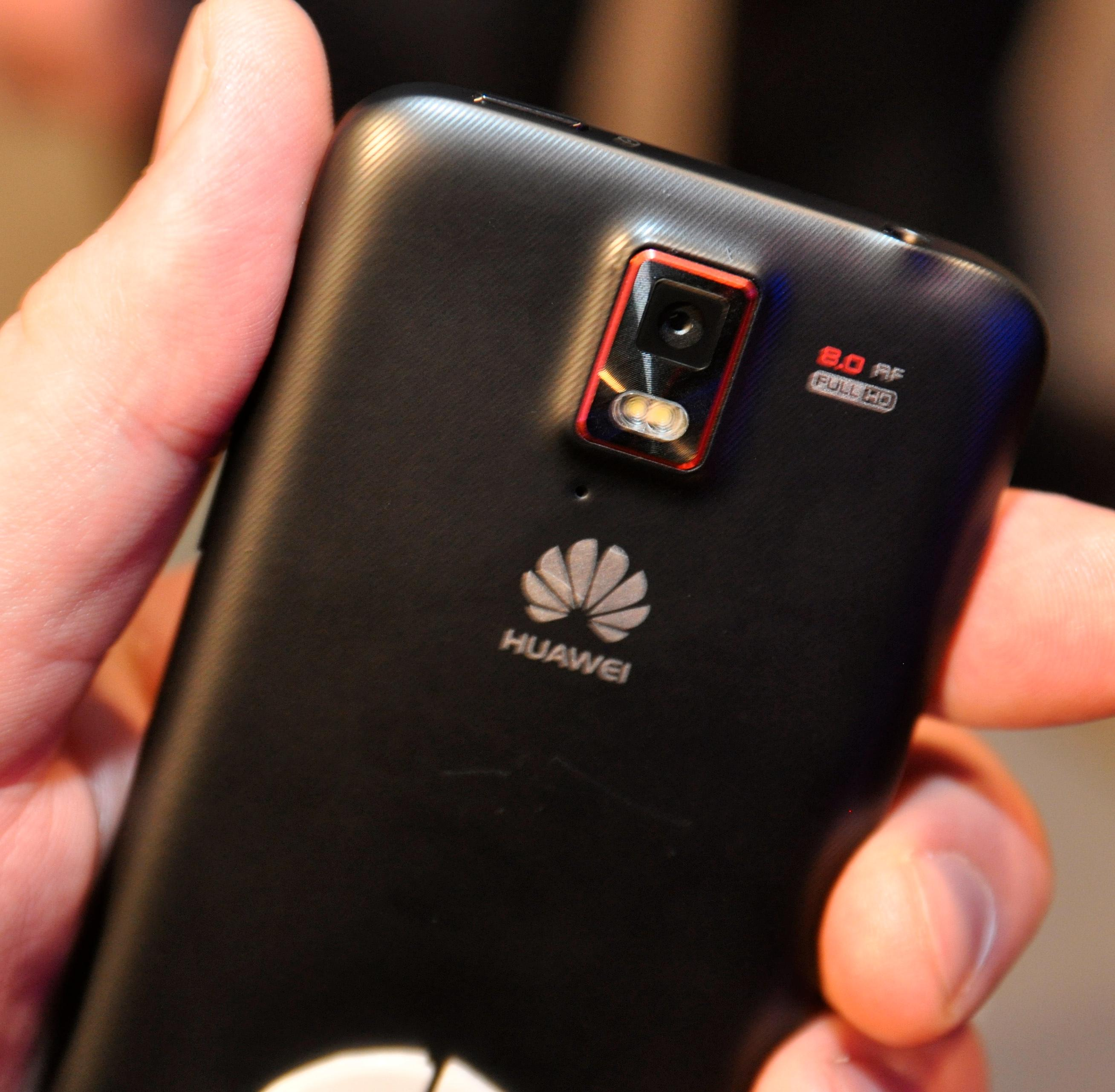 Huawei skryter av kameraet på baksiden av Ascend D quad.