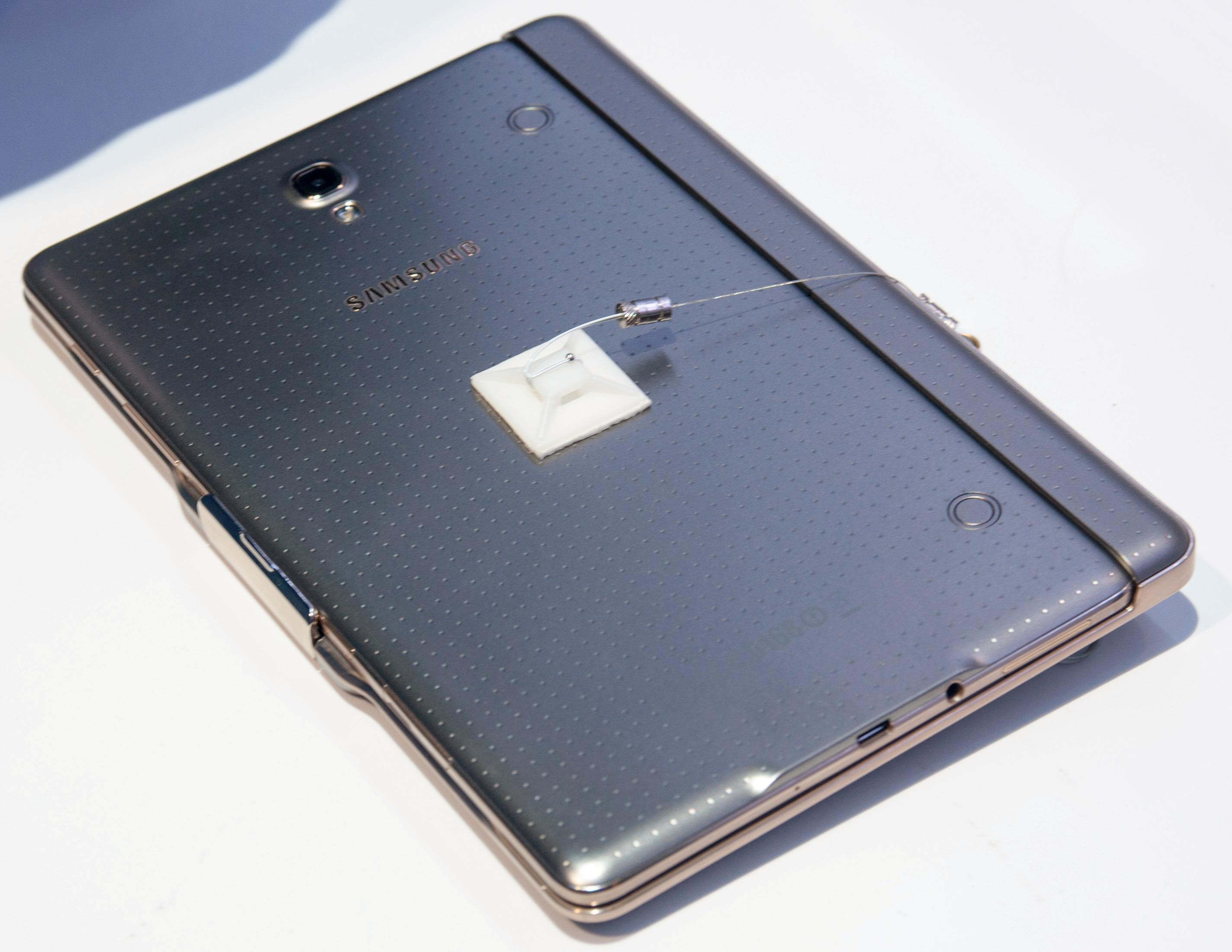 Sammen med tastaturdekselet er Galaxy Tab S 8.4 sannsynligvis den lekreste og mest portable «PC-en» vi har sett.Foto: Finn Jarle Kvalheim, Amobil.no
