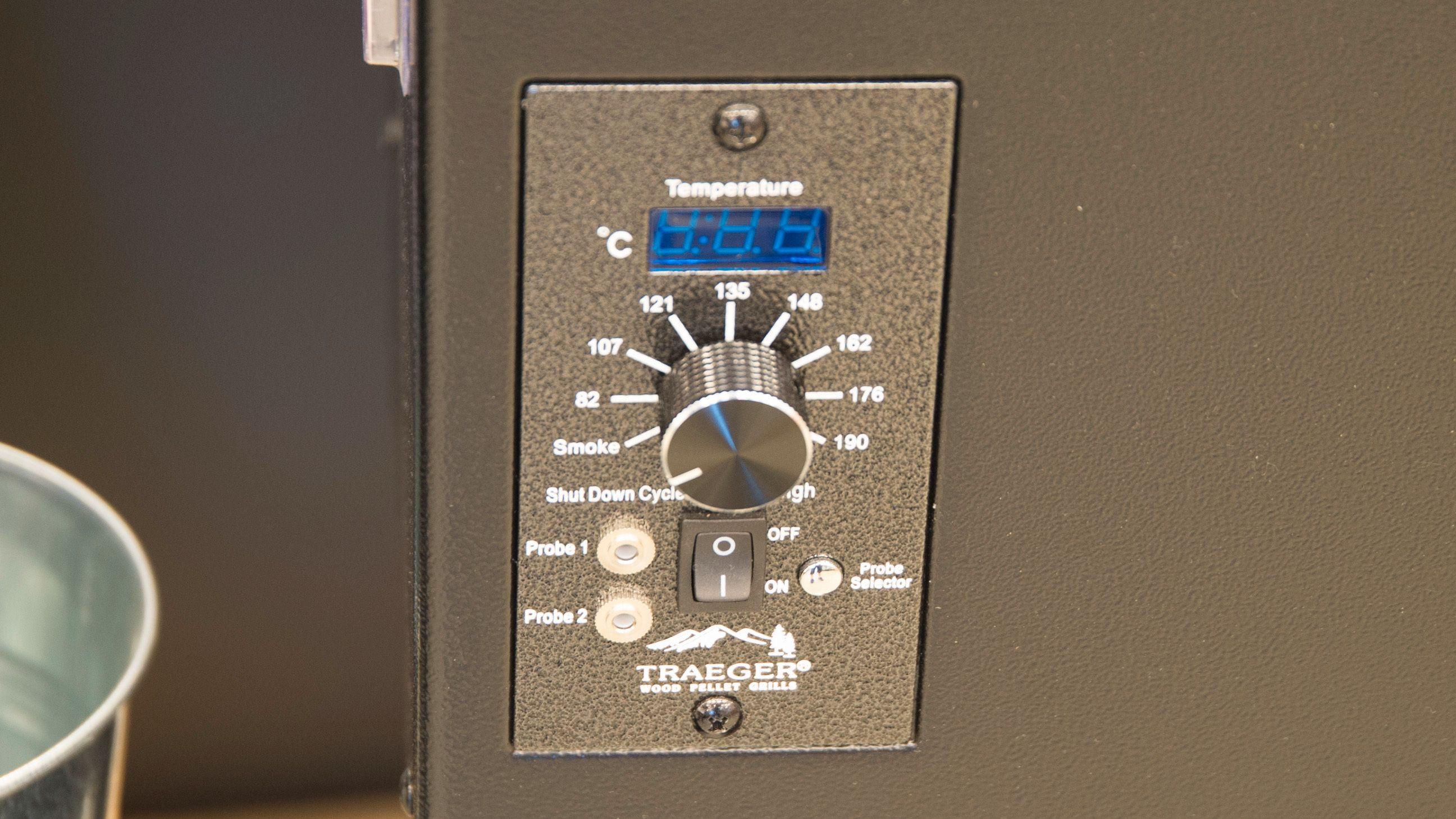 Her har du et eksempel på en kontroller på en pelletsgrill.