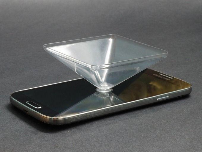 Pyramiden festes til mobilskjermen med sugekopp.