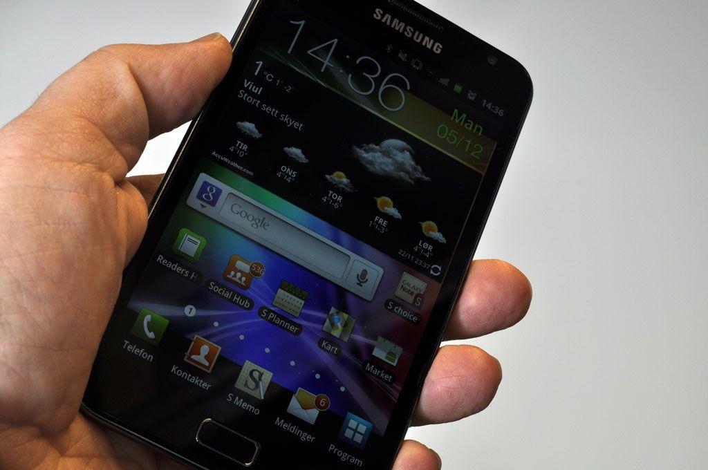 Det er vanskelig å betjene Samsung Galaxy Note med en hånd.