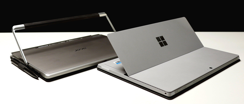 Acer Switch Alpha 12 bruker «ramma» som støtte, mens Surfacen bruker hele plata.