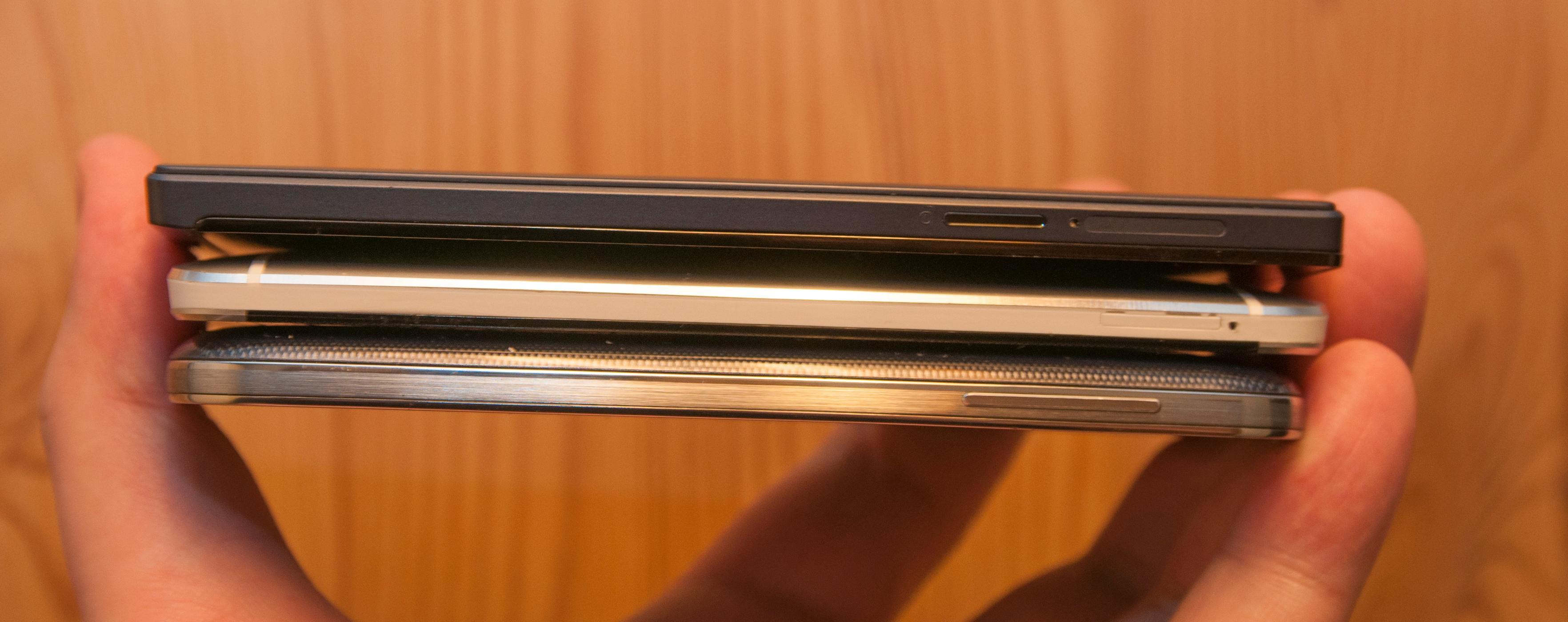 Smart sandwich. Fra toppen: Oppo Find 5, HTC One og Samsung Galaxy S4.Foto: Finn Jarle Kvalheim, Amobil.no