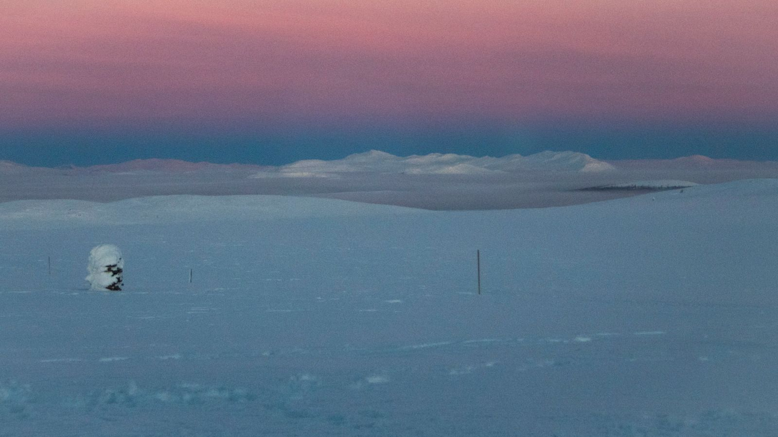 Et lavt skydekke over Gudbrandsdalen forteller meg at det er lurt å være i høyden hvis man er avhengig av solenergi.