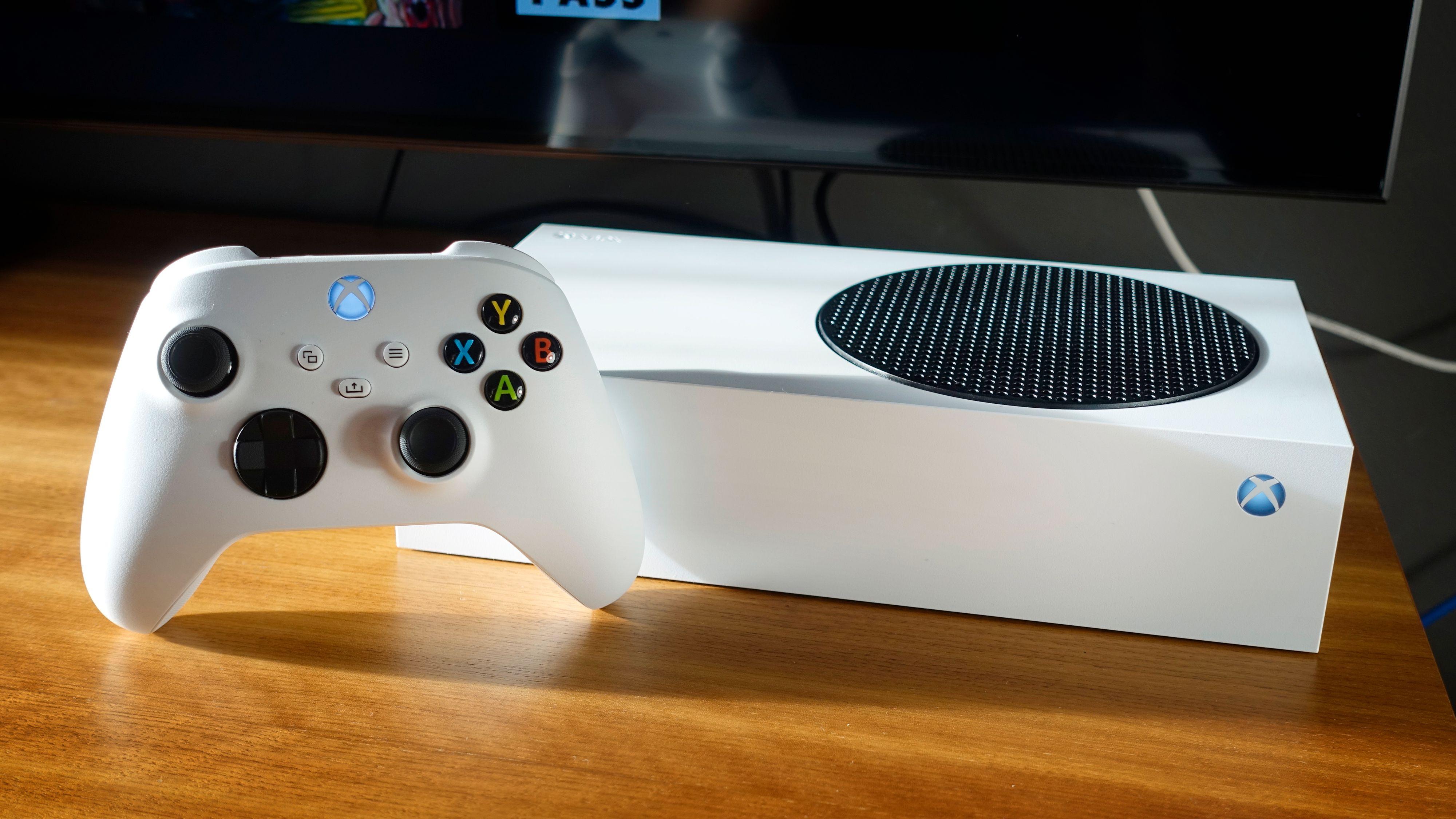 Series S er den minste, svakeste og billigste av de to nye Xbox-konsollene.