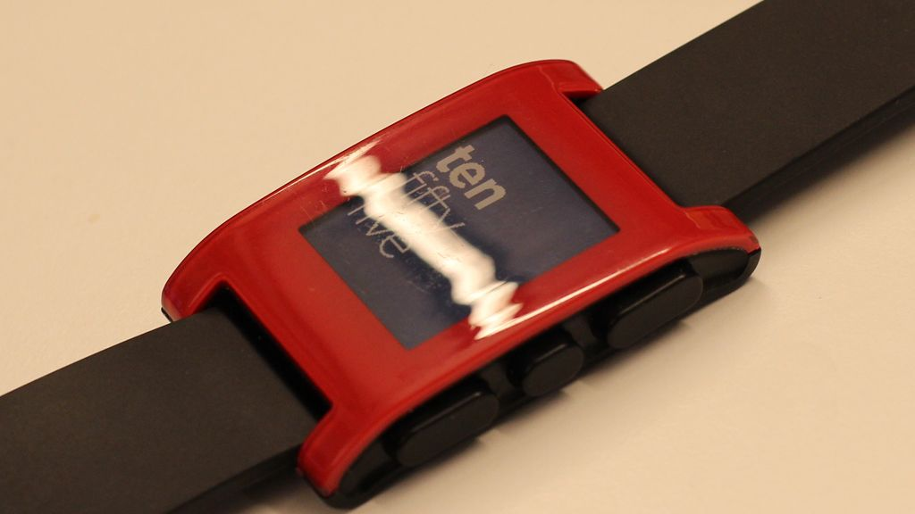 Plasten er ujevn og får klokken til å se ut som en billig leke.