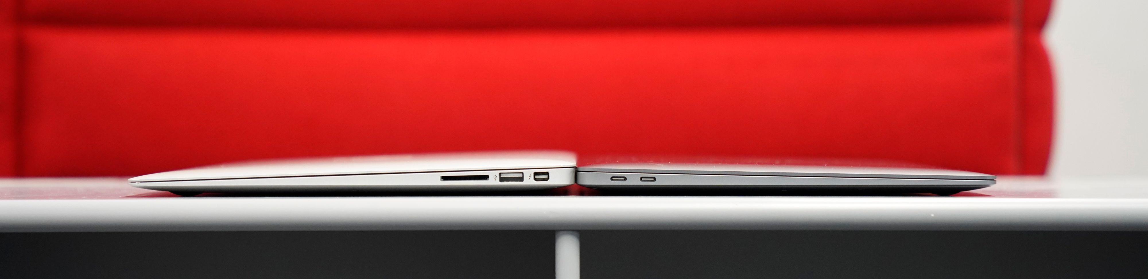 Nye MacBook Air (til høyre) har blitt tynnere.