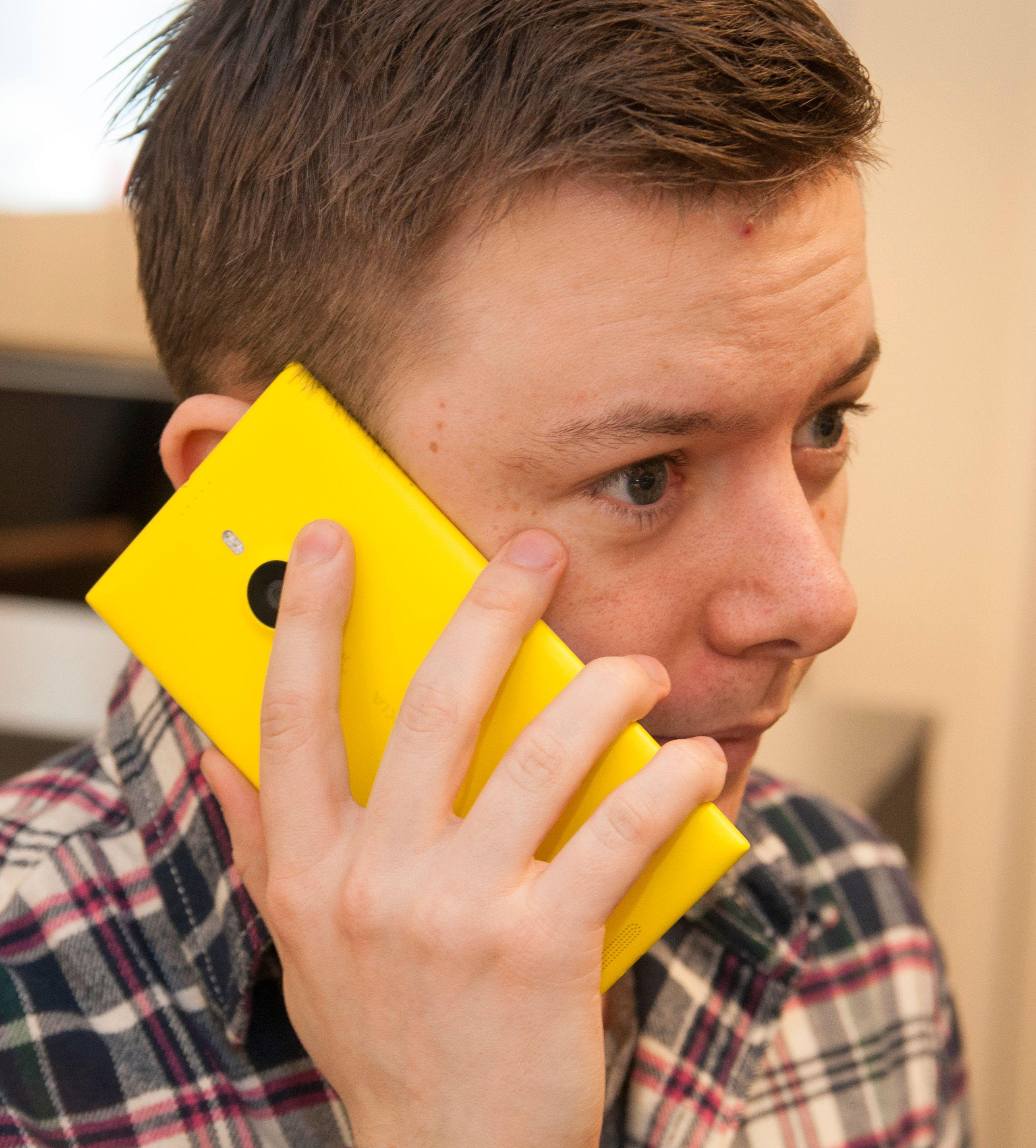 Lumia 1520 er en voksen telefon, og er nok i største laget for mange hender.Foto: Finn Jarle Kvalheim, Amobil.no