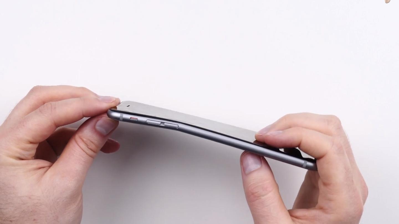 Unbox Therapys iPhone 6 fikk seg en skikkelig kraftig knekk – men det var etter at mannen bak videoen selv hadde presset av sin fulle makt med tomlene nettopp for å bøye telefonen.