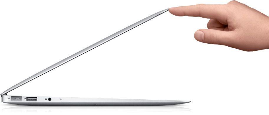 MacBook Air holder en slank profil.