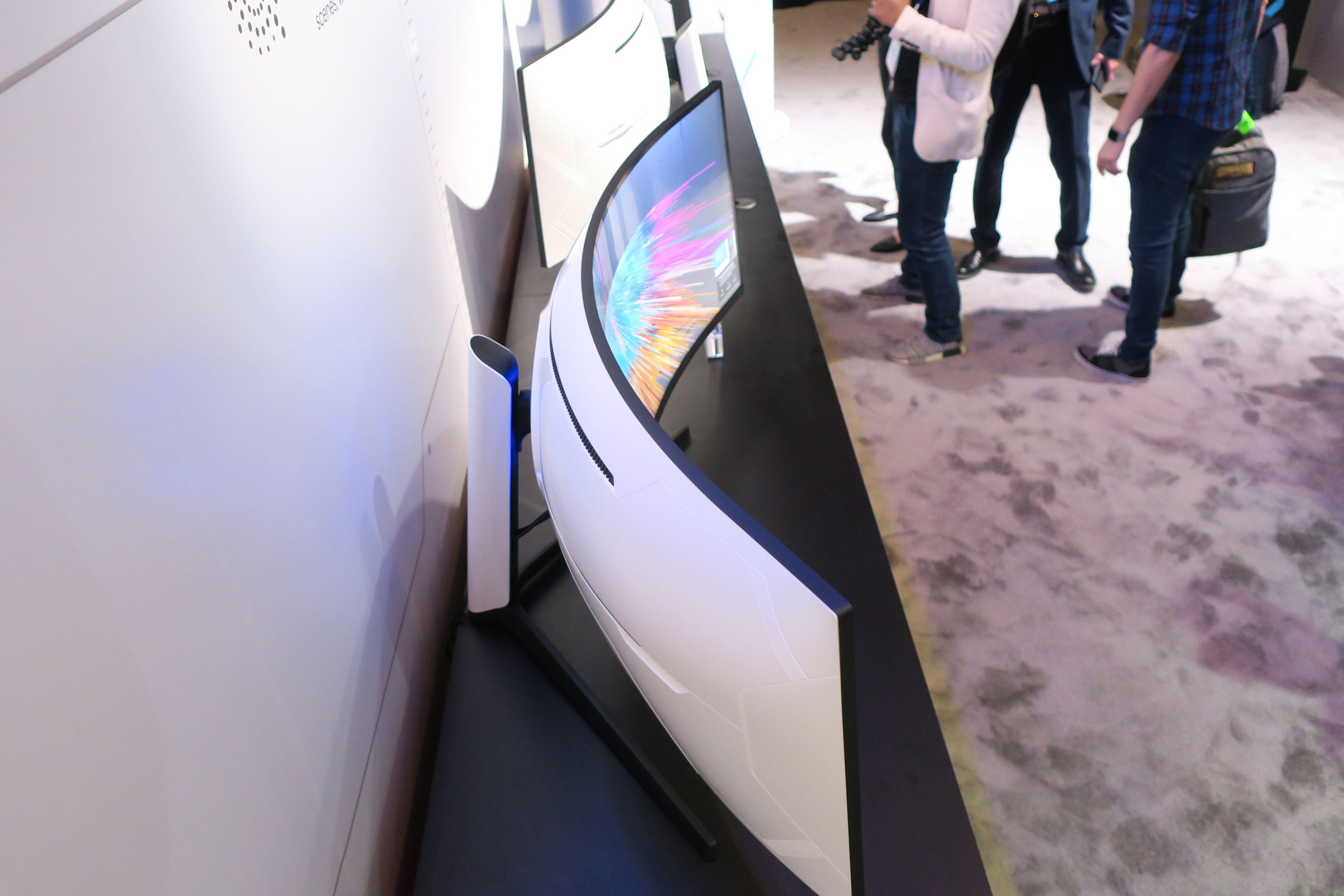Samsungs nyeste spillskjerm er kraftig kurvet.