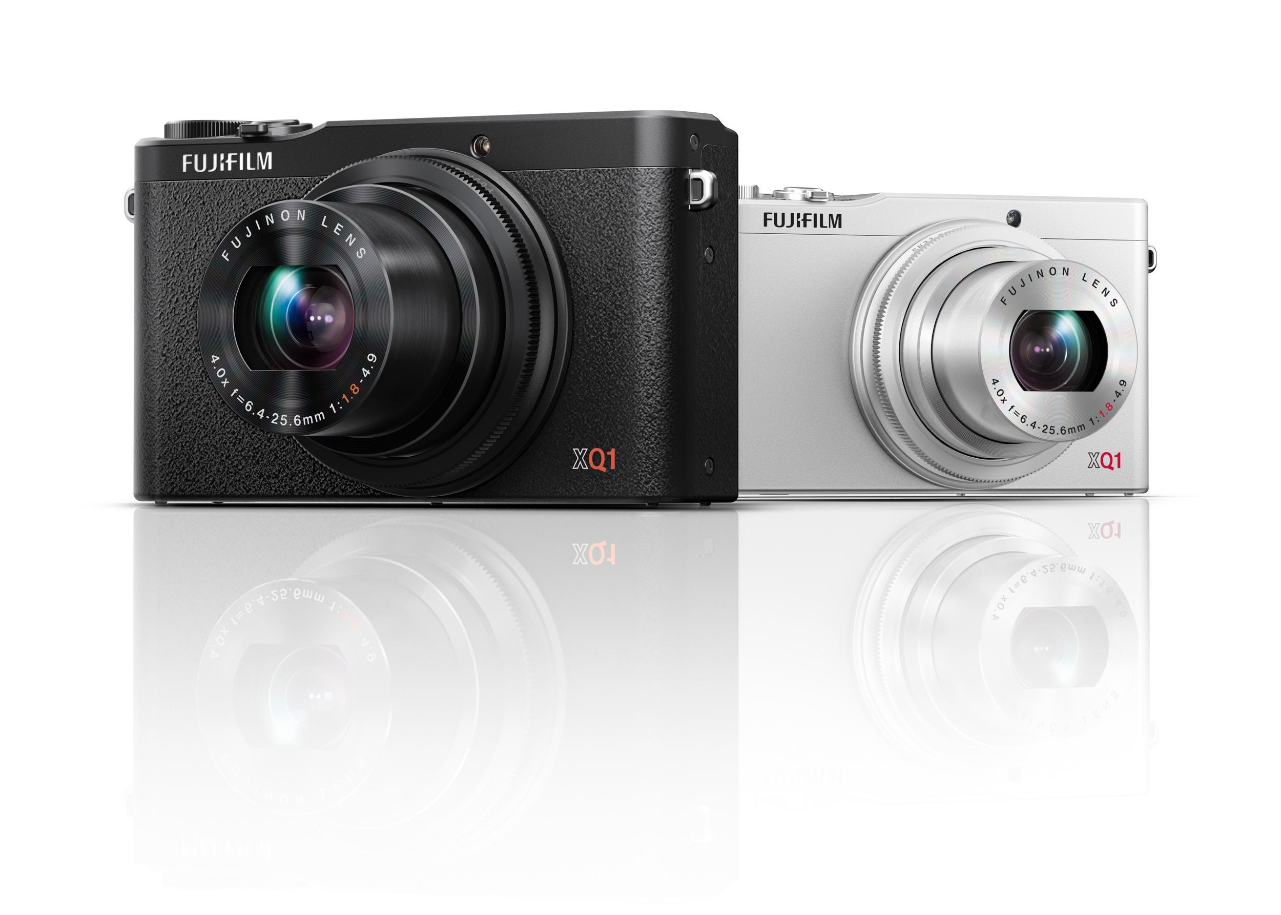 Kompaktykameraet XQ1 finnes i sort og sølv. Foto: Fujifilm