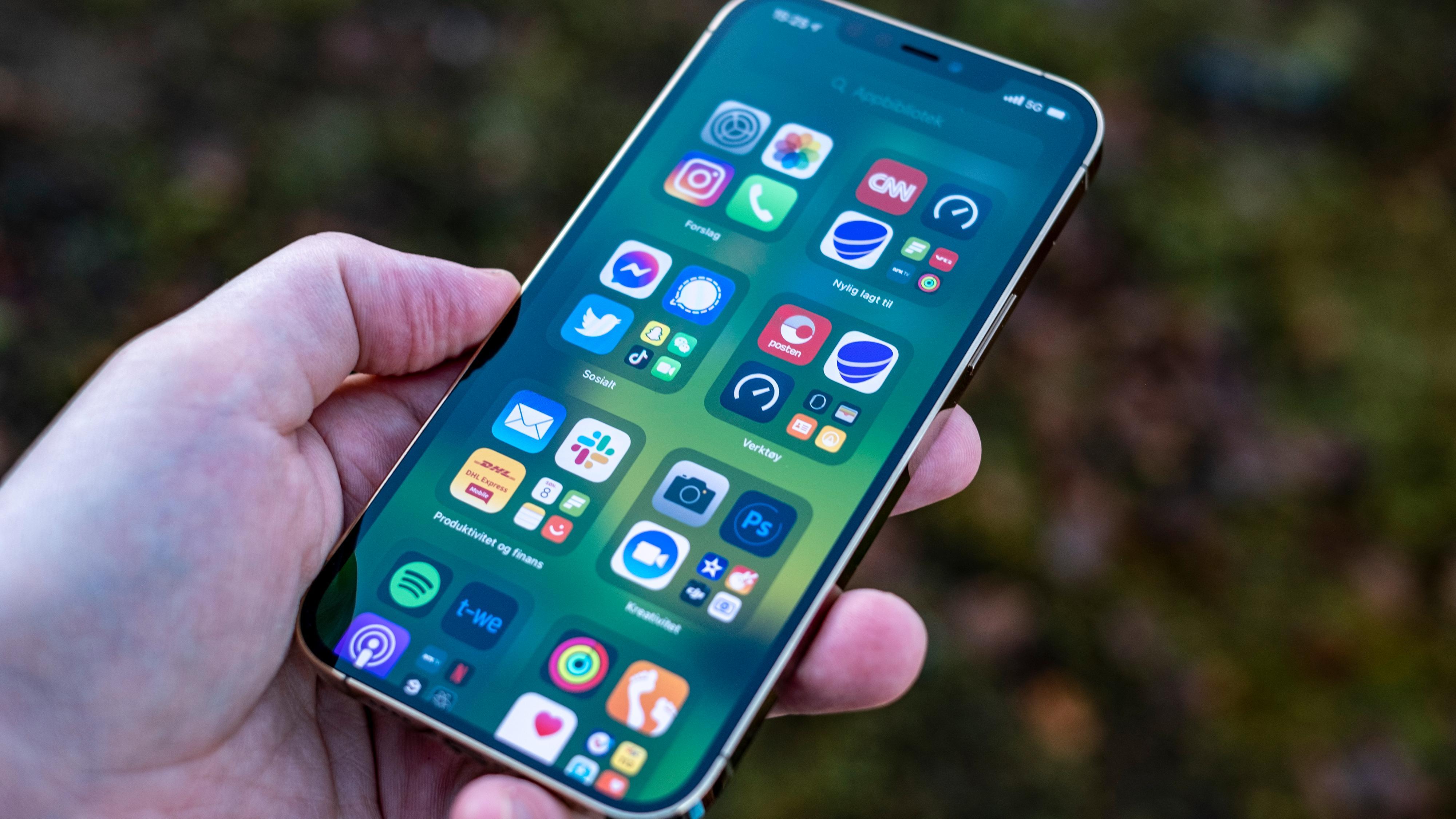 – Mer avanserte skjermer i iPhone 13