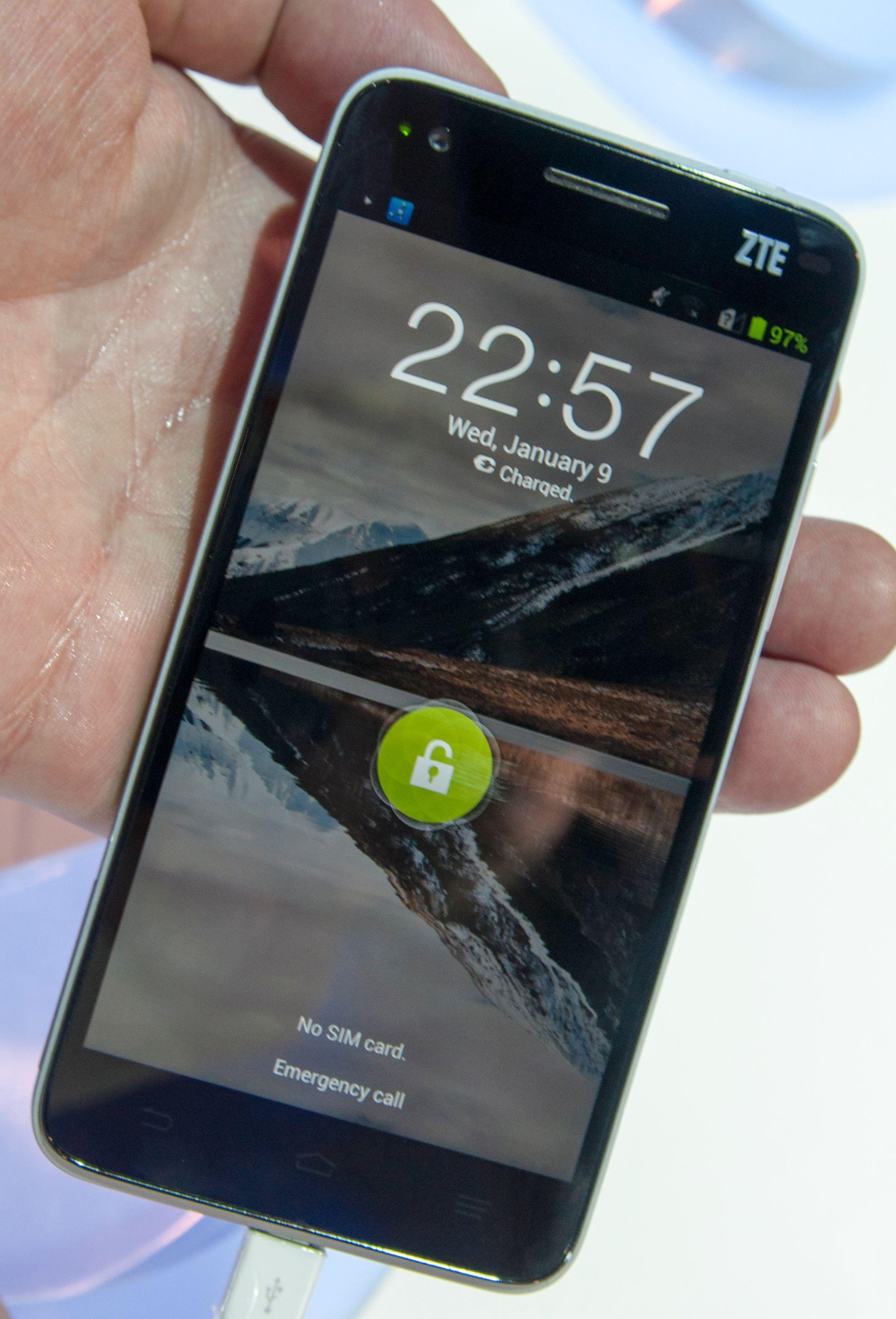Menyene for øvrig er nye, men låseskjermen har sett lik ut på flere ZTE-telefoner.Foto: Finn Jarle Kvalheim, Amobil.no