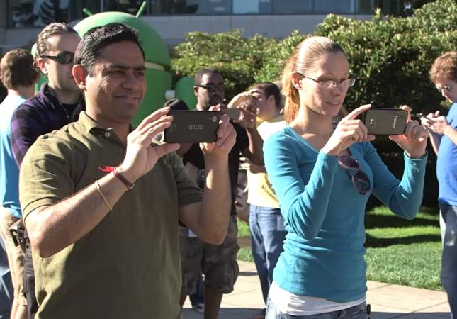 Bilder av Nexus 5 dukket først opp i en video fra Google, som senere ble fjernet. . Foto: Youtube-video fra Google.
